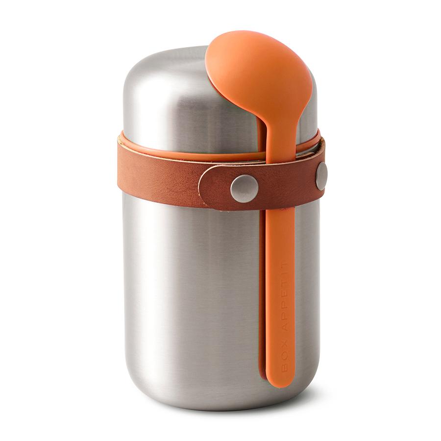Термос для горячего Black+Blum Food Flask оранжевый BAM-FF-S003Ланч-боксы<br>Компактный ланч-бокс для горячего поместится в сумку или рюкзак и всегда порадует теплой и вкусной едой. Современный дизайн сочетается с хорошей функциональностью. Вакуумная колба сохраняет пищу горячей до 6 часов или холодной до 8 часов. Плотная крышка предотвращает вытекание жидкости, создает дополнительную изоляцию.<br><br>Корпус ланч-бокса выполнен из нержавеющей стали, устойчивой к коррозии. Специально разработанная форма ложки позволяет доставать пищу с самого дна. Яркий цвет лайма поднимает настроение и улучшает аппетит. После использования ложку можно пристегнуть обратно к ланч-боку с помощью ремня, изготовленного из веганской кожи. <br><br>Объем: 400 мл.<br>