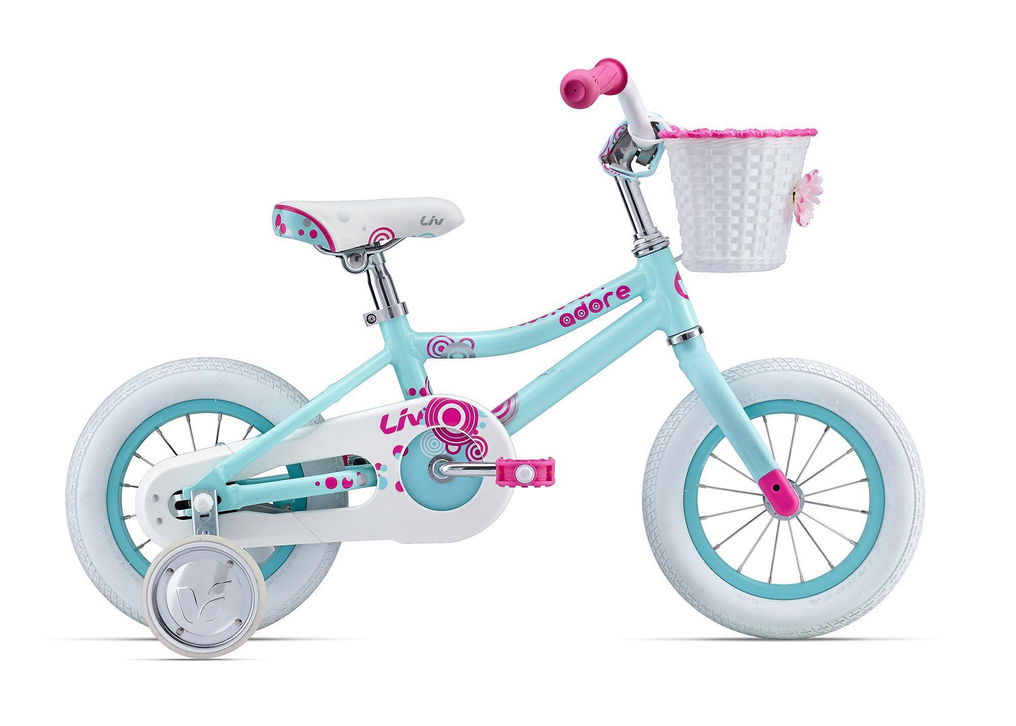 Giant Adore C/B 12 (2016)от 3 лет<br>Самый первый друг для маленькой принцессы, этакий нежный и милый единорог, о котором мечтают практически все маленькие девочки. У этого нежно-голубого или розовогоGiant Adore 12-ти дюймовые колеса, поэтому он подойдет даже для самых крошек. Легкая рама и вилка из фирменного алюминия ALUXX спроектированы так, чтобы детям было удобно и безопасно делать всё — ездить, залезать и слезать.<br>Отличный накат позволит получать море удовольствия, делая первые шаги в мире велосипедов. Резина со специальным широким профилем позволит легче держать равновесие при обучении, а ножной тормоз – простое и удобное решение для малышей.<br>На Giant Adore уже установлена защита цепи, она убережет ребенка от травм, а одежду от грязи и повреждений. В комплекте также дополнительные колеса и, конечно же, чудесная корзиночка для всевозможных нужностей.<br>