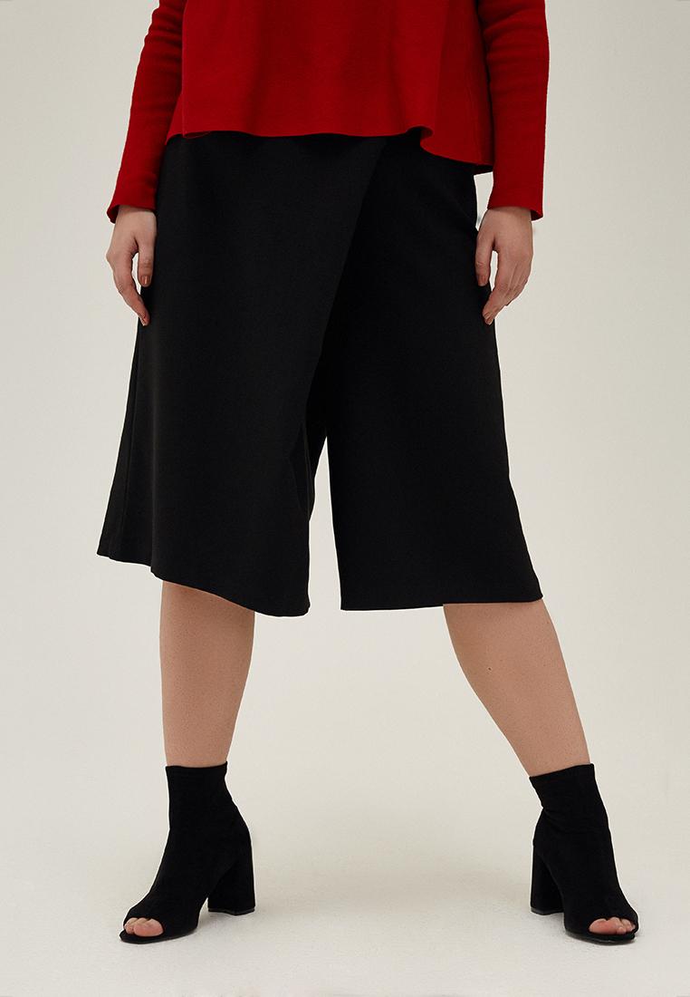 Юбка-брюки W11 С01 01Хиты продаж<br>Самый авангардный, футуристичный, универсальный и в то же время прочно опирающийся на традиции элемент гардероба, девять букв, один дефис… Конечно же – юбка-брюки. Минималистичный черный, классическая посадка на талии, застежка-молния, респектабельная длина ниже колена и экспериментальный крой – перед вами прекрасная база для экспериментов.Рост модели на фото 176 см, размер 52 (российский)<br>