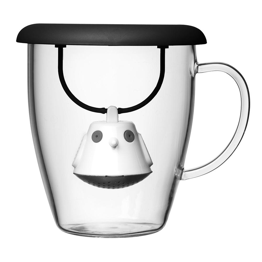 Кружка с емкостью для заваривания чая Birdie Swing Nest черная 567501Кружки и чашки<br>Кружка с необычной емкостью для заваривания чая в виде птички. Снабжена крышкой для кружки, с помощью которой можно быстро и безопасно приготовить любимый напиток. Одним легким движением откройте стальной фильтр, наполните его необходимым количеством чайных листьев, так же легко закройте и поместите в горячую воду. Крышка не только поможет чаю завариться быстрее, но и убережет ваши пальцы от возможного нагревания. Когда чай готов, просто поднимите крышку, переверните и положите на стол. Вся жидкость с заварника будет стекать в нее, как в поднос - очень удобно. <br>Объем кружки - 400 мл. Материал кружки - жароустойчивое боросиликатное стекло. Материал емкости - нержавеющая сталь и пластик без содержания бисфенола-А. Можно мыть в посудомоечной машине.<br>