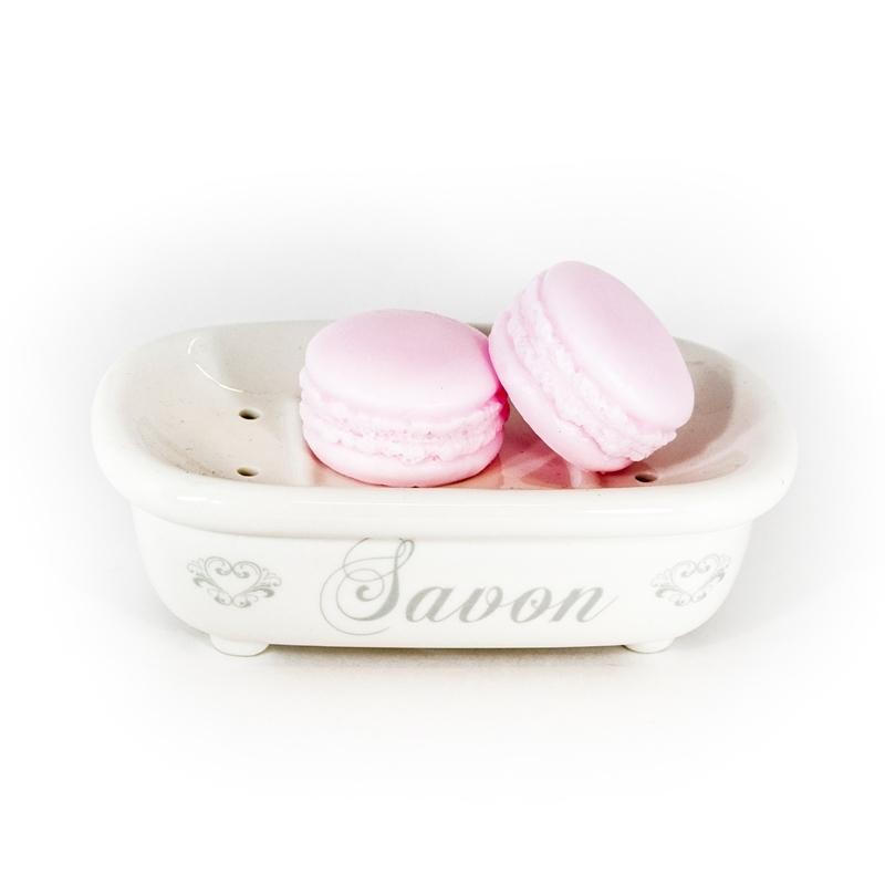 Мыло Макарон Личи (Мыло в форме кексов и сладостей)Мыло в форме кексов и сладостей<br>Мыло Макарон Личи<br>Вес 30 г<br>Острый и тонкий летний аромат<br>Изготавливается вручную в ателье Autour Du Bain в Тулузе<br>