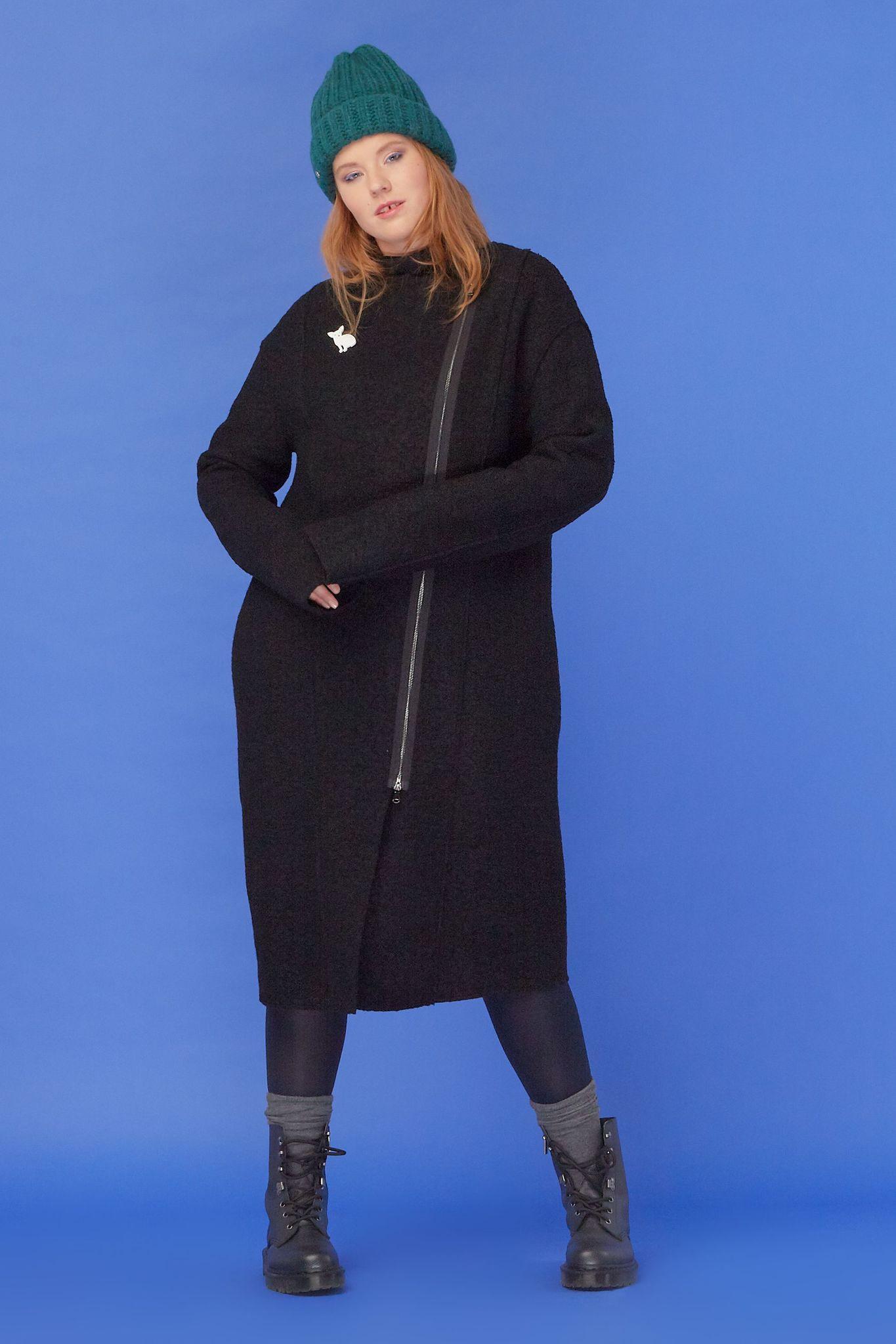 Пальто BASE-03 CO02 ST01Пальто<br>Легкое пальто из натуральной шерсти с ассиметричной молнией- стильное, летящее, фантастически модное и удобное. На прогулках, в путешествии, на работе, с любой обувью и всегда с превосходным настроением! Свободный силуэт с правильной геометрией линий и длина ниже колена- оно идеально.<br>