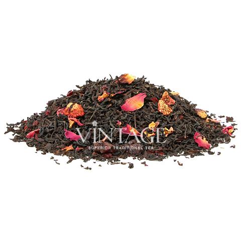 Британия (чай черный байховый ароматизированный листовой)Весовой чай<br>Британия (чай черный байховый ароматизированный листовой)<br><br><br><br><br><br><br><br><br><br>Время заваривания<br>Температура заваривания<br>Количество заварки<br><br><br><br>Рекомендуемое время заваривания 4-5мин.<br><br><br>Рекомендуемая температура заваривания 90-95 °С<br><br><br>Рекомендуемое количество заварки 3-4гр из расчета на 200-300мл.<br><br><br><br><br><br>Состав: черный индийский чай, кусочки клюквы, клубники, ежевики, карамелизированная малина, гибискус и лепестки красной розы.<br>Описание:ягоды клюквы улучшают аппетит, способствуют более полному усвоению пищи. Вкус чая имеет явный черно-смородиновый оттенок.<br>