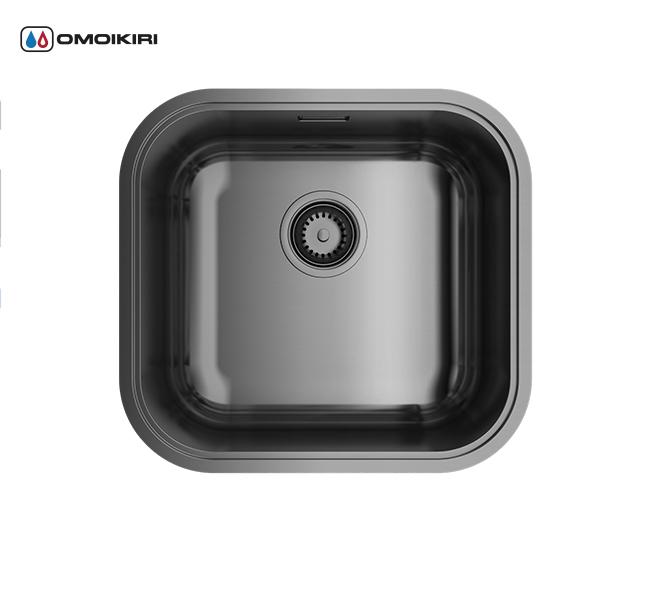 Кухонная мойка из нержавеющей стали OMOIKIRI Omi 44-GM (4993191)Кухонные мойки из нержавеющей стали<br>Кухонная мойка из нержавеющей стали OMOIKIRI Omi 44-GM (4993191)<br><br><br>Японская высококачественная хромоникелевая нержавеющая сталь сPVD покрытием.<br>Матовая полировка, устойчивая к появлению царапин.<br>Упаковка обеспечивает максимально безопасную транспортировку.<br>В комплект включены крепления, выпуск.<br>Шумоподавляющее покрытие состоит из 2-х компонентов: резиновая накладка на дне и специальный противошумный состав.<br><br><br>Комплектация:<br><br>донный клапан;<br>крепления;<br>уплотнительная прокладка.<br><br><br><br><br><br><br>Нержавеющая сталь OMOIKIRI<br>Вся нержавеющая сталь OMOIKIRI соответствует маркировке 18/8. Это аустенитная сталь содержит 18% хрома и 8% никеля, что обеспечивает ее максимальную защиту от коррозии.<br>Нержавеющая сталь OMOIKIRI подвергается уникальной обработке холодом «GOKIN»©, повышающей ее твердость и износостойкость.<br><br><br><br><br><br>PVD- и ORB-покрытия<br>Компания OMOIKIRI активно использует новейшие виды износостойких покрытий — PVD и ORB. Технология PVD заключается в напылении конденсации из паровой (газовой) фазы на исходный материал, что придает продукции твёрдость, стойкость и антиаллергические свойства. ORB-покрытие наделяет смеситель оттенком промасленной бронзы.<br><br><br><br><br><br>Кухонные мойки из нержавеющей стали OMOIKIRI при производстве проходят три этапа контроля качества:<br><br>контроль состава нержавеющей стали на соответствие стандартам содержания цветных металлов и указанной маркировке;<br>проверка качества металлических заготовок перед производством;<br>контроль качества изделий на всех этапах производства.<br><br><br><br><br><br>Руководство по монтажу<br><br><br><br>Официальный сертифицированный продавец OMOIKIRI™<br>