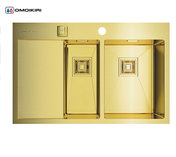 Кухонная мойка из нержавеющей стали OMOIKIRI Akisame 78-2-LG-R (4993088)Кухонные мойки из нержавеющей стали<br>Кухонная мойка из нержавеющей стали OMOIKIRI Akisame 78-2-LG-R (4993088)<br><br><br>Размер выреза под мойку: 760х490 мм.<br>Японская высококачественная хромоникелевая нержавеющая сталь с покрытием PVD.<br>Матовая полировка, устойчивая к появлению царапин.<br>Упаковка обеспечивает максимально безопасную транспортировку.<br>Мойка упакована в пластиковый пакет, пенопластовые уголки, картонную коробку.<br>Корпус мойки обработан специальным противошумным составом и дополнительными резиновыми накладками с 5-ти сторон чаши.<br><br><br>Комплектация:<br><br>автоматический донный клапан;<br>крепления;<br>сифон.<br><br><br>Упаковка:<br><br>картонная коробка;<br>пенопласт;<br>пакет из нетканного материала.<br><br><br><br><br><br><br>Нержавеющая сталь OMOIKIRI<br>Вся нержавеющая сталь OMOIKIRI соответствует маркировке 18/8. Это аустенитная сталь содержит 18% хрома и 8% никеля, что обеспечивает ее максимальную защиту от коррозии.<br>Нержавеющая сталь OMOIKIRI подвергается уникальной обработке холодом «GOKIN»©, повышающей ее твердость и износостойкость.<br><br><br><br><br><br>PVD- и ORB-покрытия<br>Компания OMOIKIRI активно использует новейшие виды износостойких покрытий — PVD и ORB. Технология PVD заключается в напылении конденсации из паровой (газовой) фазы на исходный материал, что придает продукции твёрдость, стойкость и антиаллергические свойства. ORB-покрытие наделяет смеситель оттенком промасленной бронзы.<br><br><br><br><br><br>Кухонные мойки из нержавеющей стали OMOIKIRI при производстве проходят три этапа контроля качества:<br><br>контроль состава нержавеющей стали на соответствие стандартам содержания цветных металлов и указанной маркировке;<br>проверка качества металлических заготовок перед производством;<br>контроль качества изделий на всех этапах производства.<br><br><br><br><br><br>Руководство по монтажу<br><br><br><br>Официальный сертифицированный продавец