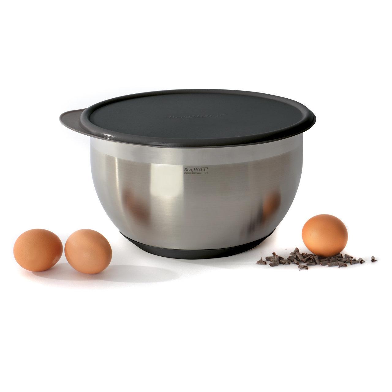 Миска с крышкой (прорезиненное дно) 1,5л 16см BergHOFF Eclipse 3700062Контейнеры для хранения<br>Миска с крышкой (прорезиненное дно) 1,5л 16см BergHOFF Eclipse 3700062<br><br>Легкая, но прочная миска из нержавеющей стали: долговечная и простая в чистке. Идеальна для замешивания теста, для приготовления салатов или просто стильной сервировки. Ободок для удобного слива. Крышка из ПП плотно закрывает миску, делая ее удобной для хранени продуктов. 16, 20 и 24 см миски легко вставляются одна в другую, занимая совсем немного места в шкафу.<br>Официальный продавец BergHOFF<br>