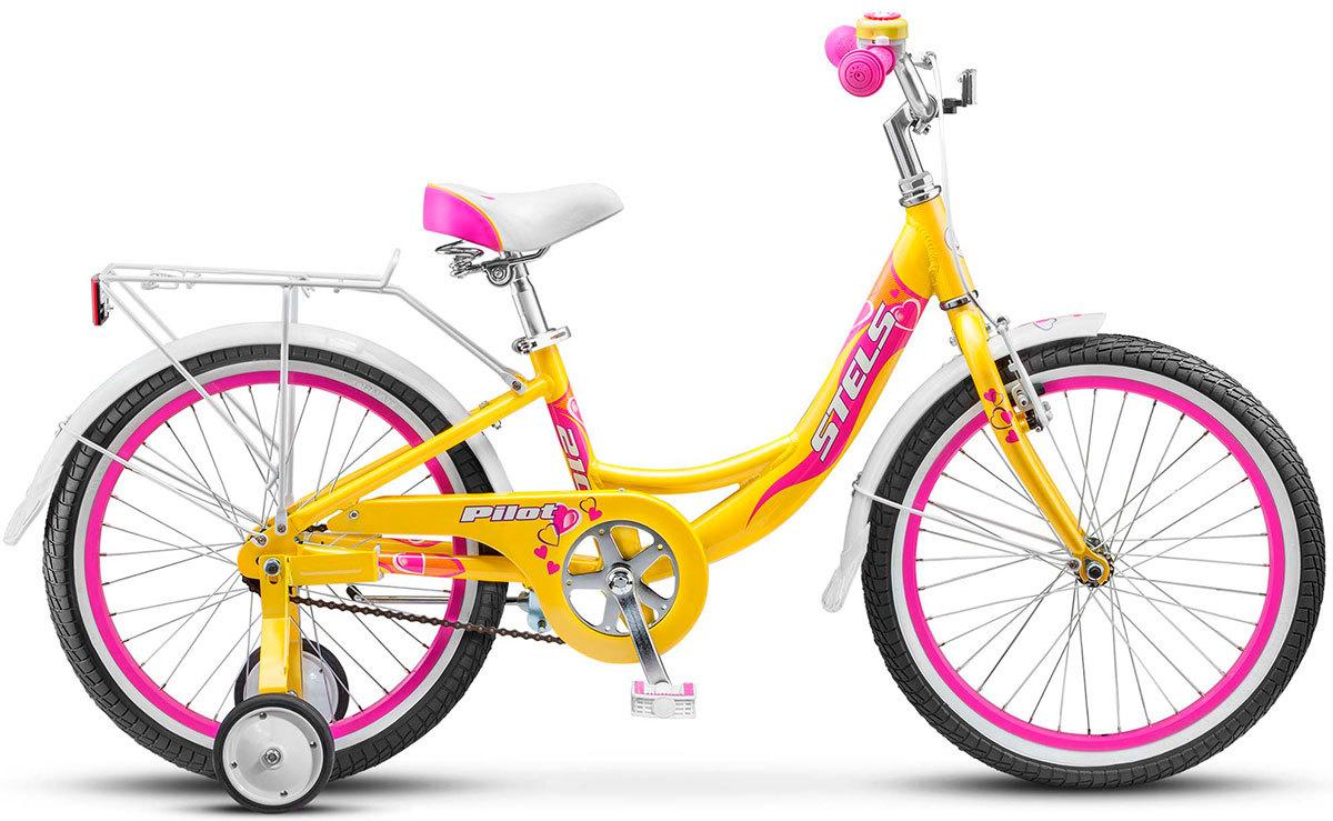 Stels Pilot 210 Lady (2016)от 6 лет<br>Подростковый велосипед Stels Pilot 210 Lady разработан для девочек 6-9 лет. Рама изготовлена из облегченного алюминиевого сплава и имеет заниженную геометрию, что позволяет детям легко садится и слезать с велосипеда. Комфортную посадку обеспечит комфортное седло с пружинами и высокий руль, который регулируется по высоте и угле наклона. Для безопасности по бокам установлены дополнительные колесики, которые помогут научится держать равновесие, цепь полностью закрыта специальным щитком, а на руле имеется звонок. У этой модели две тормозные системы, задний - ножной педальный, передний - ободной V-brake. Длинные стальные крылья, багажник с зажимом и подножка входит в комплект. Диаметр колес - 20 дюймов.<br>