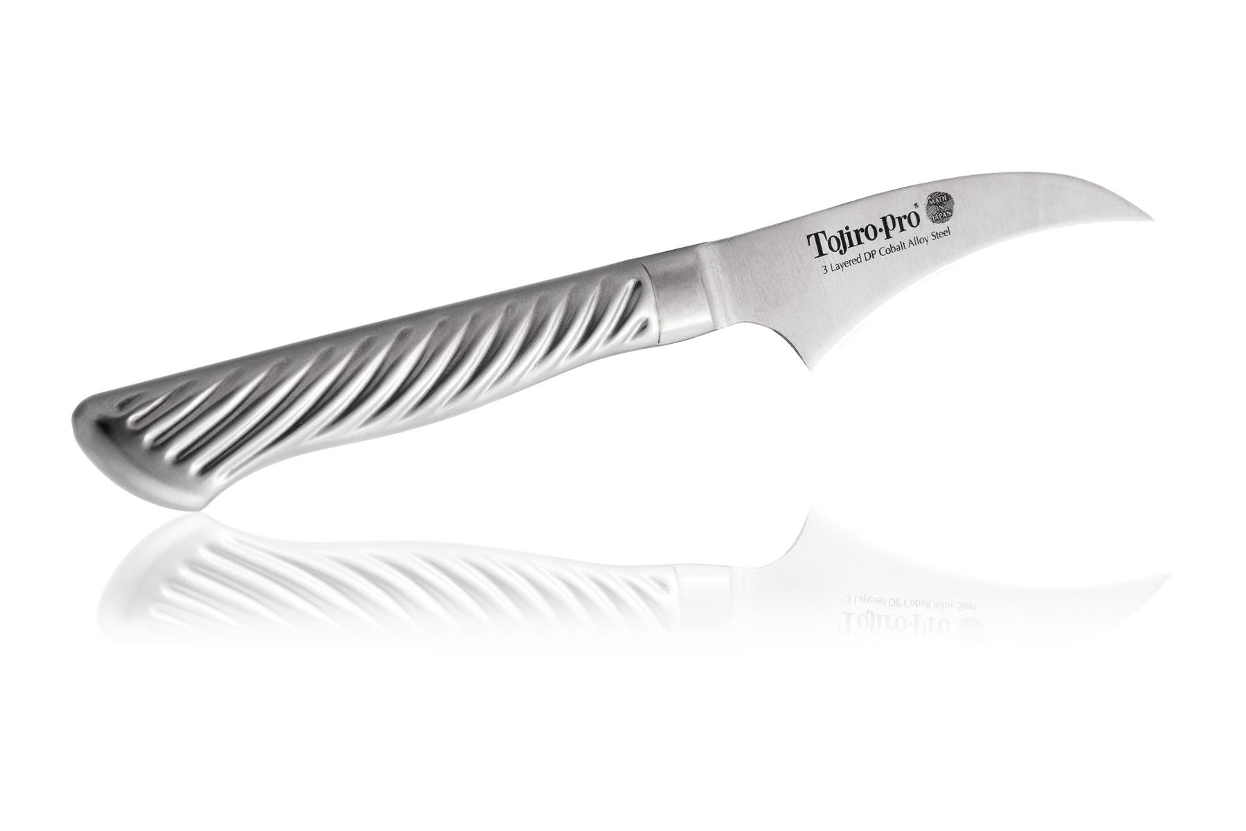 Нож кухонный стальной овощной (70мм) Tojiro PRO F-843Tojiro PRO Series<br>Нож кухонный стальной овощной (70мм) Tojiro PRO F-843<br><br>Самая популярная среди профессионалов серия ножей Tojiro Pro. Клинок изготовлен по трехслойной технологии, как знаменитые катаны. Сердцевина клинка - твердая и прочная - обеспечивает остроту и износостойкость, покрыта обкладками из более пластичной нержавеющей стали, которые не позволяют клинку сломаться.<br>Рукоятка ножей серии Tojiro Pro покрыта специальным микропокрытием, которое не позволяет ножу выскользнуть, даже если вы работаете по локоть в масле, а если вы забыли сразу помыть свой нож, антибактериальное покрытие не даст развиваться на его поверхности болезнетворным бактериям.<br>Официальный сертифицированный продавец TOJIRO<br>