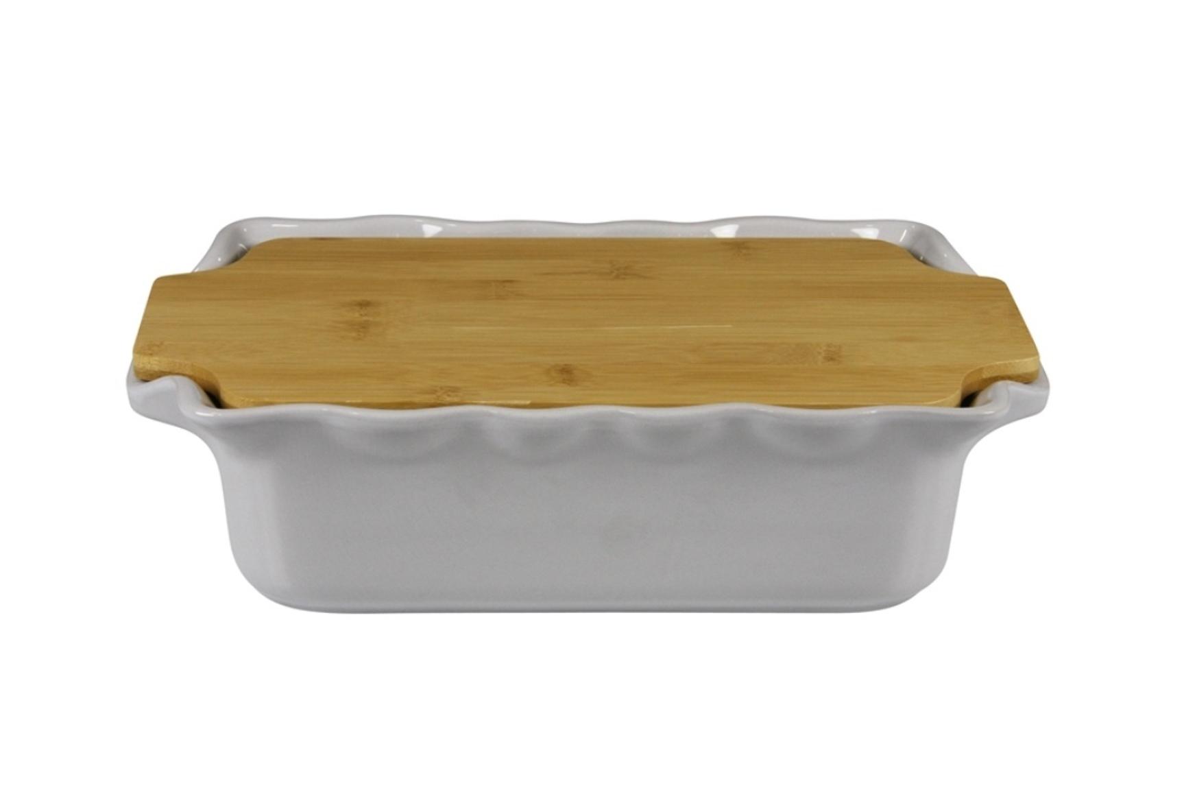 Форма с доской прямоугольная 33,5 см Appolia Cook&amp;Stock GREY 131033504Формы для запекания (выпечки)<br>Форма с доской прямоугольная 33,5 см Appolia Cook&amp;Stock GREY 131033504<br><br>В оригинальной коллекции Cook&amp;Stoock присутствуют мягкие цвета трех оттенков. Закругленные углы облегчают чистку. Легко использовать. Компактное хранение. В комплекте натуральные крышки из бамбука, которые можно использовать в качестве подставки, крышки и разделочной доски. Прочная жароустойчивая керамика экологична и изготавливается из высококачественной глины. Прочная глазурь устойчива к растрескиванию и сколам, не содержит свинца и кадмия. Глина обеспечивает медленный и равномерный нагрев, деликатное приготовление с сохранением всех питательных веществ и витаминов, а та же долго сохраняет тепло, что удобно при сервировке горячих блюд.<br>