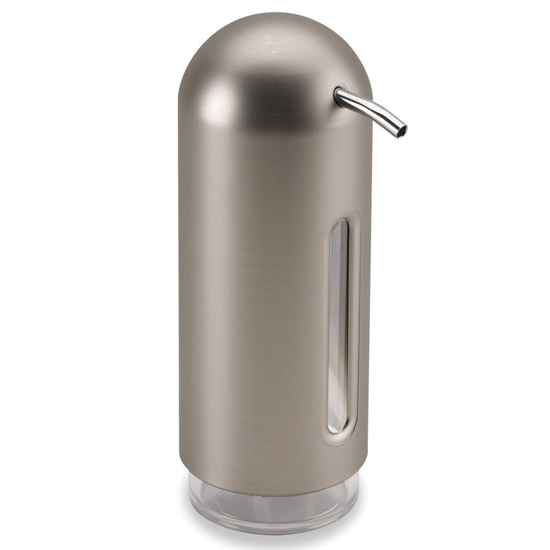Диспенсер для жидкого мыла Umbra penguin никель 330190-410Диспенсеры<br>Диспенсер для жидкого мыла Umbra penguin никель 330190-410<br><br>Мыло душистое, полотенце пушистое - если мыть руки, то с этим слоганом. Потому что приятно пахнущее мыло, например, ванильное или земляничное, поднимает настроение. А если оно внутри красивого диспенсера, который поможет отмерить нужное количество, это вдвойне приятно. Те, кто покупает жидкое мыло, знают, что очень часто оно продается в некрасивых упаковках или очень больших бутылках, которые совершенно неудобно ставить на раковину. Проблема решена вот с таким лаконичным симпатичным диспенсером. Теперь вы не забудете вымыть руки перед едой! p.s. Важная подсказка: диспенсер также можно использовать на кухне для моющего средства, получается очень экономно.<br>Официальный продавец<br>