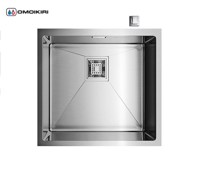 Кухонная мойка из нержавеющей стали OMOIKIRI Taki-44-U (4993044)Кухонные мойки из нержавеющей стали<br>Кухонная мойка из нержавеющей стали OMOIKIRI Taki-44-U (4993044)<br><br><br>Размер выреза под мойку при монтаже под столешницу: 400х400 мм, угловой радиус врезки: 10 мм.<br>Японская высококачественная хромоникелевая нержавеющая сталь.<br>Матовая полировка, устойчивая к появлению царапин.<br>Упаковка обеспечивает максимально безопасную транспортировку.<br>Корпус мойки обработан специальным противошумным составом.<br><br><br>Комплектация:<br><br>автоматический донный клапан;<br>крепления;<br>сифон.<br><br><br><br><br><br><br>Нержавеющая сталь OMOIKIRI<br>Вся нержавеющая сталь OMOIKIRI соответствует маркировке 18/8. Это аустенитная сталь содержит 18% хрома и 8% никеля, что обеспечивает ее максимальную защиту от коррозии.<br>Нержавеющая сталь OMOIKIRI подвергается уникальной обработке холодом «GOKIN»©, повышающей ее твердость и износостойкость.<br><br><br><br><br><br>Кухонные мойки из нержавеющей стали OMOIKIRI при производстве проходят три этапа контроля качества:<br><br>контроль состава нержавеющей стали на соответствие стандартам содержания цветных металлов и указанной маркировке;<br>проверка качества металлических заготовок перед производством;<br>контроль качества изделий на всех этапах производства.<br><br><br><br><br><br>Руководство по монтажу<br><br><br><br>Официальный сертифицированный продавец OMOIKIRI™<br>
