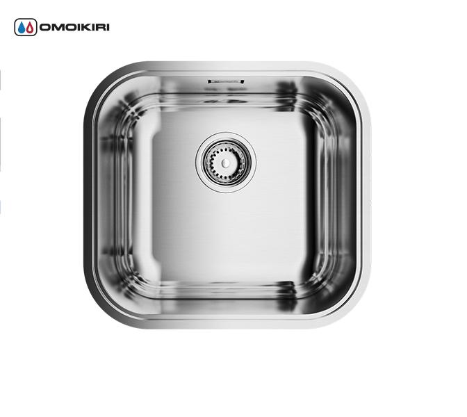 Кухонная мойка из нержавеющей стали OMOIKIRI Omi 44-IN (4993189)Кухонные мойки из нержавеющей стали<br>Кухонная мойка из нержавеющей стали OMOIKIRI Omi 44-IN (4993189)<br><br><br>Японская высококачественная хромоникелевая нержавеющая сталь.<br>Матовая полировка, устойчивая к появлению царапин.<br>Упаковка обеспечивает максимально безопасную транспортировку.<br>В комплект включены крепления, выпуск.<br>Шумоподавляющее покрытие состоит из 2-х компонентов: резиновая накладка на дне и специальный противошумный состав.<br><br><br>Комплектация:<br><br>донный клапан;<br>крепления;<br>уплотнительная прокладка.<br><br><br><br><br><br><br>Нержавеющая сталь OMOIKIRI<br>Вся нержавеющая сталь OMOIKIRI соответствует маркировке 18/8. Это аустенитная сталь содержит 18% хрома и 8% никеля, что обеспечивает ее максимальную защиту от коррозии.<br>Нержавеющая сталь OMOIKIRI подвергается уникальной обработке холодом «GOKIN»©, повышающей ее твердость и износостойкость.<br><br><br><br><br><br>Кухонные мойки из нержавеющей стали OMOIKIRI при производстве проходят три этапа контроля качества:<br><br>контроль состава нержавеющей стали на соответствие стандартам содержания цветных металлов и указанной маркировке;<br>проверка качества металлических заготовок перед производством;<br>контроль качества изделий на всех этапах производства.<br><br><br><br><br><br>Руководство по монтажу<br><br><br><br>Официальный сертифицированный продавец OMOIKIRI™<br>