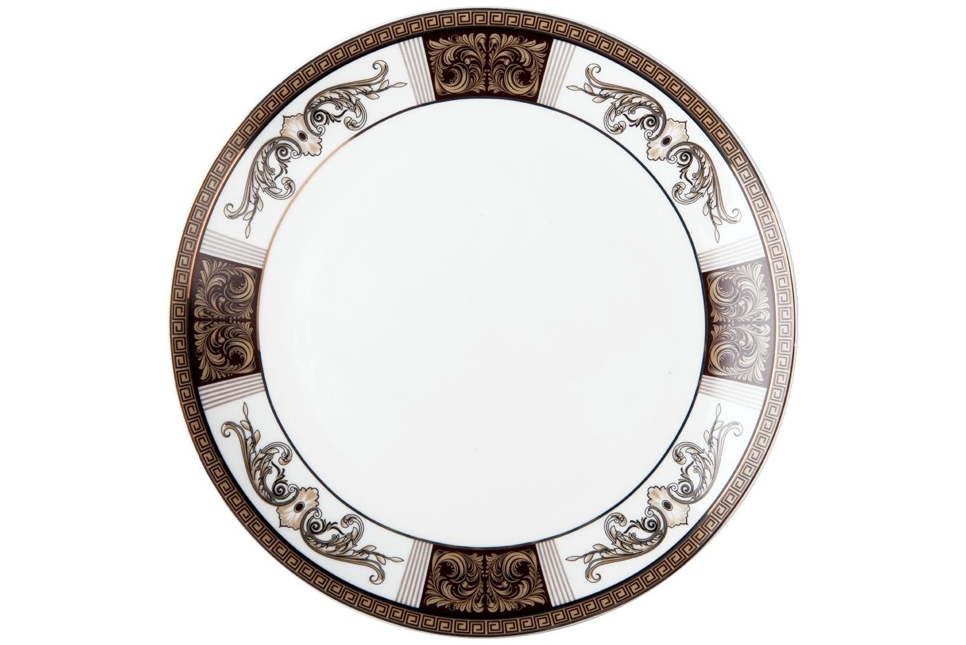 Набор из 6 тарелок Royal Aurel Антик (25см) арт.612Наборы тарелок<br>Набор из 6 тарелок Royal Aurel Антик (25см) арт.612<br>Производить посуду из фарфора начали в Китае на стыке 6-7 веков. Неустанно совершенствуя и селективно отбирая сырье для производства посуды из фарфора, мастерам удалось добиться выдающихся характеристик фарфора: белизны и тонкостенности. В XV веке появился особый интерес к китайской фарфоровой посуде, так как в это время Европе возникла мода на самобытные китайские вещи. Роскошный китайский фарфор являлся изыском и был в новинку, поэтому он выступал в качестве подарка королям, а также знатным людям. Такой дорогой подарок был очень престижен и по праву являлся элитной посудой. Как известно из многочисленных исторических документов, в Европе китайские изделия из фарфора ценились практически как золото. <br>Проверка изделий из костяного фарфора на подлинность <br>По сравнению с производством других видов фарфора процесс производства изделий из настоящего костяного фарфора сложен и весьма длителен. Посуда из изящного фарфора - это элитная посуда, которая всегда ассоциируется с богатством, величием и благородством. Несмотря на небольшую толщину, фарфоровая посуда - это очень прочное изделие. Для демонстрации плотности и прочности фарфора можно легко коснуться предметов посуды из фарфора деревянной палочкой, и тогда мы услушим характерный металлический звон. В составе фарфоровой посуды присутствует костяная зола, благодаря чему она может быть намного тоньше (не более 2,5 мм) и легче твердого или мягкого фарфора. Безупречная белизна - ключевой признак отличия такого фарфора от других. Цвет обычного фарфора сероватый или ближе к голубоватому, а костяной фарфор будет всегда будет молочно-белого цвета. Характерная и немаловажная деталь - это невесомая прозрачность изделий из фарфора такая, что сквозь него проходит свет.<br>