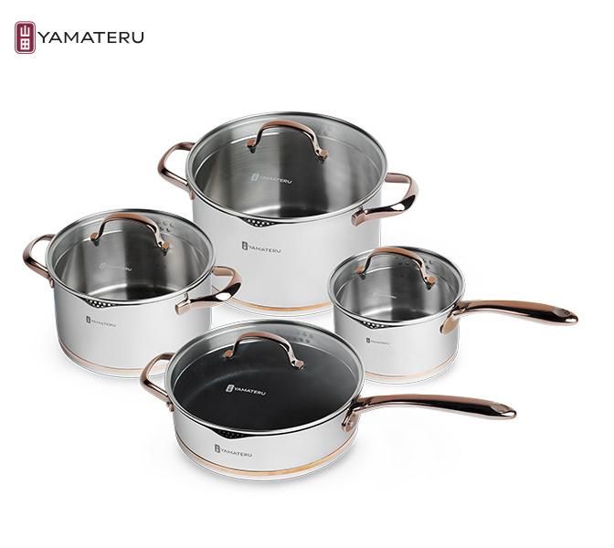 Набор посуды 8 предметов Yamateru Akari YAKASET8Наборы посуды<br>Набор посуды 8 предметов Yamateru Akari YAKASET8<br><br>Новый набор кастрюль Akari воплощает в себе все достоинства коллекций посуды YAMATERU и расширяет его за счет собственных уникальных преимуществ. В их числе — многослойная конструкция дна, в основе которой лежит теплораспределительный диск из алюминия. Использование этой технологии позволяет добиться равномерного прогревания пищи и быстрого закипания даже на слабом огне или плите небольшой мощности.<br><br> <br>Отдельного упоминания заслуживает и особое устройство крышки c отверстиями двух видов, эргономичным носиком и технологией «drop-stop», исключающей возможность случайно пролить воду. Образ идеальных кастрюль для комфортной кулинарии завершает износостойкая полировка, экологичные материалы изготовления, удобная маркировка внутренней поверхности и другие важные достоинства, которые легко оценить на собственной кухне.<br>В набор Yamateru Akariвходит:<br><br><br><br><br><br>Ковш Yamateru Akari16 см +стеклянная крышка<br>Диаметр: 16см<br>Объем: 1,8л<br>Толщина дна: 5,5мм<br>Толщина стенок: 0,7мм<br>Высота стенок: 9см<br><br><br><br><br><br>КастрюляYamateru Akari20 см +стеклянная крышка<br>Диаметр: 20см<br>Объем: 3,4л<br>Толщина дна: 5,5мм<br>Толщина стенок: 0,7мм<br>Высота стенок: 11см<br><br><br><br><br><br>Кастрюля Yamateru Akari24 см +стеклянная крышка<br>Диаметр: 24см<br>Объем: 6,3л<br>Толщина дна: 5,5мм<br>Толщина стенок: 0,7мм<br>Высота стенок: 14см<br><br><br><br><br><br>СотейникYamateru Akari24 см +стеклянная крышка<br>Диаметр: 24см<br>Объем: 3,1л<br>Толщина дна: 5,5мм<br>Толщина стенок: 0,7мм<br>Высота стенок: 7см<br><br><br><br><br>Отличительные особенности посудыYamateru Akari:<br><br>Многоступенчатый экоконтроль материалов на всех этапах производства.<br>Внутренняя матовая полировка, устойчивая к появлению царапин.<br>Сотейник с антипригарным покрытием Teflon ® Platinum Plus.<br>Инновационная обработка края «капля-стоп», эргономичный 