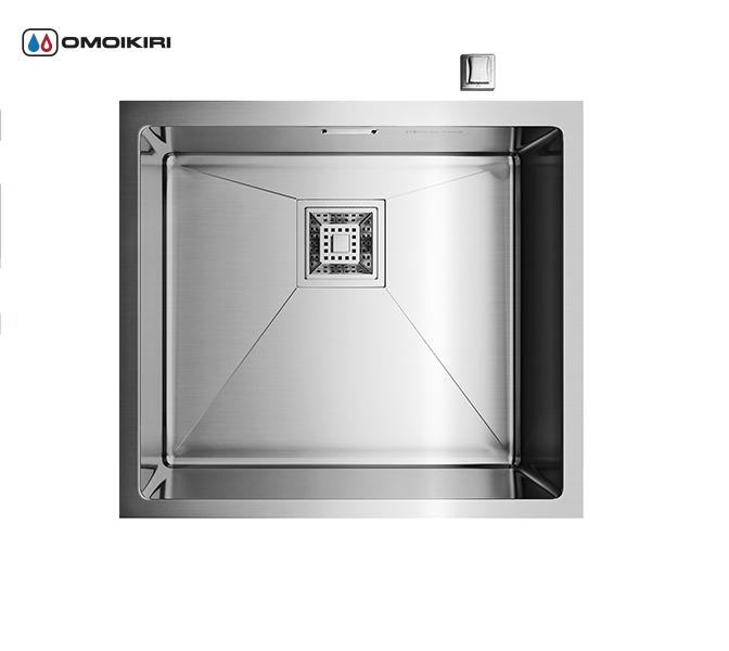 Кухонная мойка из нержавеющей стали OMOIKIRI Taki-49-U (4993045)Кухонные мойки из нержавеющей стали<br>Кухонная мойка из нержавеющей стали OMOIKIRI Taki-49-U (4993045)<br><br><br>Размер выреза под мойку при монтаже под столешницу: 450х400 мм, угловой радиус врезки: 10 мм.<br>Японская высококачественная хромоникелевая нержавеющая сталь.<br>Матовая полировка, устойчивая к появлению царапин.<br>Упаковка обеспечивает максимально безопасную транспортировку.<br>Корпус мойки обработан специальным противошумным составом.<br><br><br>Комплектация:<br><br>автоматический донный клапан;<br>крепления;<br>сифон.<br><br><br><br><br><br><br>Нержавеющая сталь OMOIKIRI<br>Вся нержавеющая сталь OMOIKIRI соответствует маркировке 18/8. Это аустенитная сталь содержит 18% хрома и 8% никеля, что обеспечивает ее максимальную защиту от коррозии.<br>Нержавеющая сталь OMOIKIRI подвергается уникальной обработке холодом «GOKIN»©, повышающей ее твердость и износостойкость.<br><br><br><br><br><br>Кухонные мойки из нержавеющей стали OMOIKIRI при производстве проходят три этапа контроля качества:<br><br>контроль состава нержавеющей стали на соответствие стандартам содержания цветных металлов и указанной маркировке;<br>проверка качества металлических заготовок перед производством;<br>контроль качества изделий на всех этапах производства.<br><br><br><br><br><br>Руководство по монтажу<br><br><br><br>Официальный сертифицированный продавец OMOIKIRI™<br>