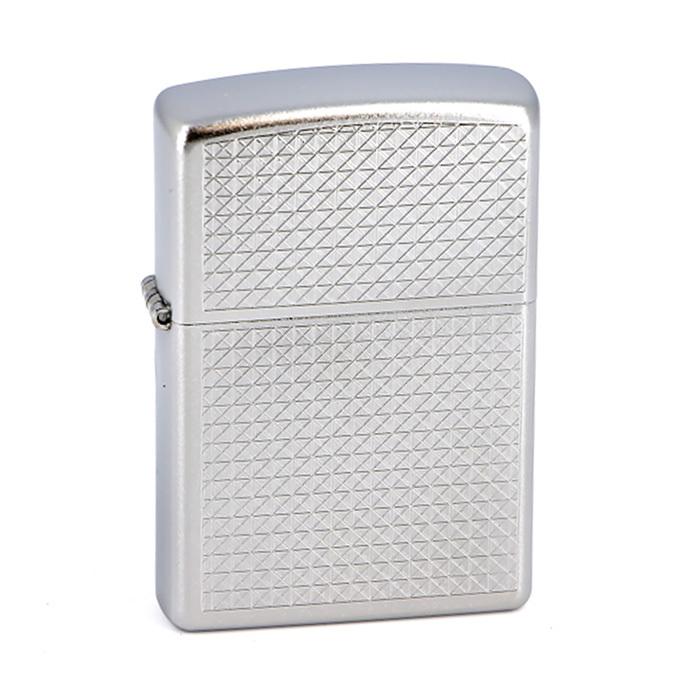 Зажигалка Zippo №205 Diamond plateЗажигалки<br>• Упакована в коробку созданную из экологически чистых материалов.• Пожизненная гарантия.• Рекомендуем заправлять только первоклассным топливом Zippo.<br>