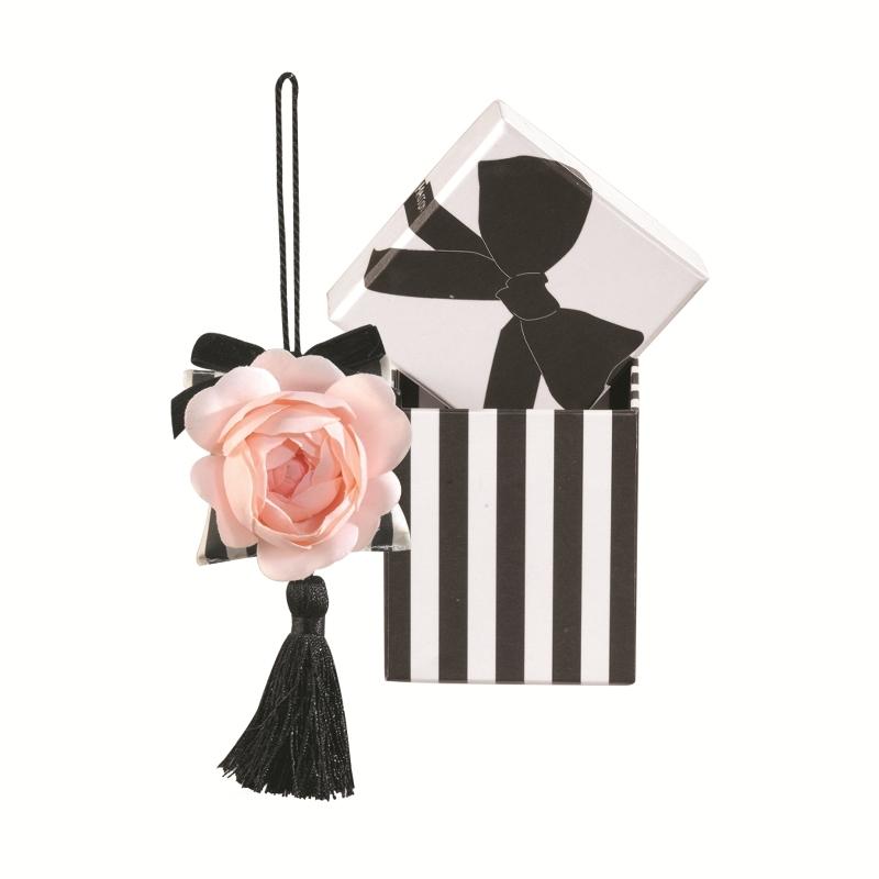 Серия Merveilleuse / Чудо  Саше<br>Подвесное саше с цветком и кисточкой в подарочной коробке серии Чудо<br>