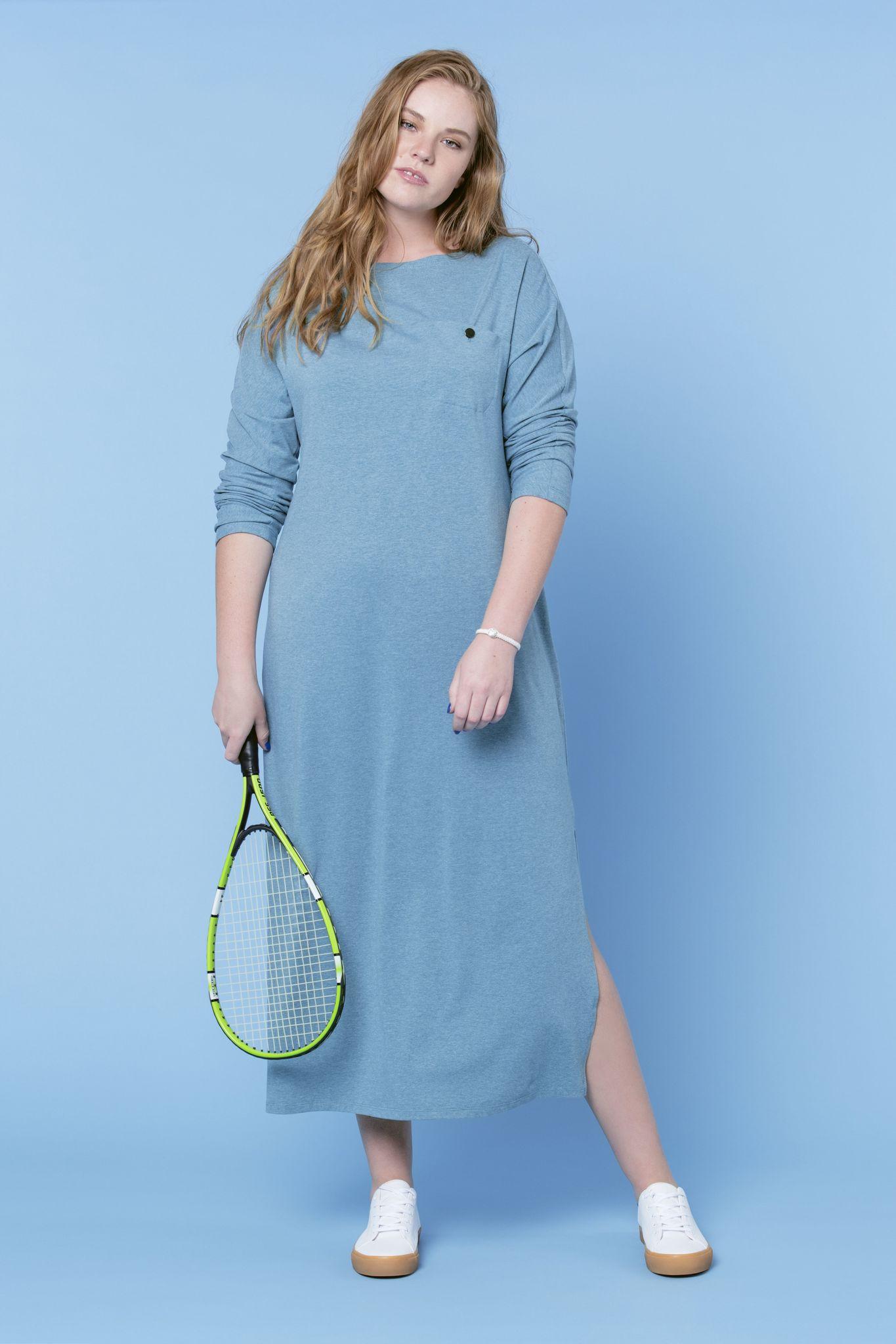 Платье LE-05 D07 34Платья<br>Платья-майка создает спортивный образ, но в то же время добавляет в него женственность. Наше трикотажное платье-майка еще и дает удивительный комфорт, а также универсальность использования. Платье-майка -  максимально комфортная вещь, с минимальными условностями . С таким платьем можно смело экспериментировать, пробуя различные цветовые решения, с ним можно создать  полноценный гардероб в любое время года. Оптимально будет такое платье надеть с  кедами и кардиганом в вечернее время, на отдыхе и в городе.  Рост модели на фото 179 см, размер - 54 российский.<br>