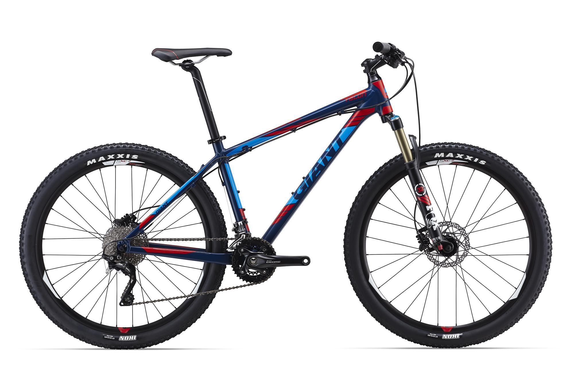 """Giant Talon 27.5 0 (2016)Горные<br>Чем больше контроля, тем больше удовольствия на трейлах. А чем больше удовольствия, тем больше прогресса! Основываясь на этом, Giant разработали раму Talon 27.5. Это понятный и сбалансированный велосипед с самыми современными колесами размера 27,5"""" и специально разработанной под них геометрией. Быстрые повороты, легкость даже на самых крутых подъемах, контроль на сложных спусках – это все про него.<br>В самой верхней комплектации Talon 27.5 0 получил продуманный набор компонентов, которые позволят еще долго не задумываться об апгрейде: легкая воздушная вилка с кучей настроек Fox 32 Float Performance, привод 2х10 Shimano Deore/XT и дисковая гидравлика Shimano Deore. Он на 100% готов покорять новые вершины.<br>"""