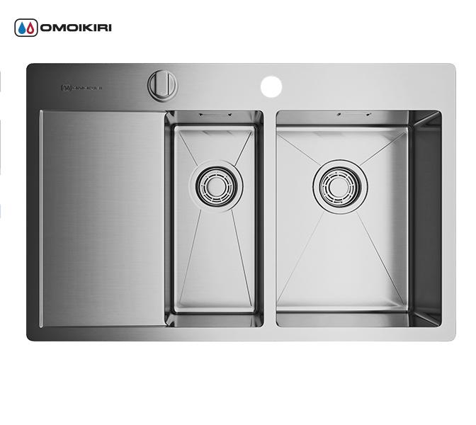 Кухонная мойка из нержавеющей стали OMOIKIRI Kirisame 78-2-IN-R (4993063)Кухонные мойки из нержавеющей стали<br>Кухонная мойка из нержавеющей стали OMOIKIRI Kirisame 78-2-IN-R (4993063)<br><br><br>Размер выреза под мойку: 760х490 мм.<br>Японская высококачественная хромоникелевая нержавеющая сталь.<br>Матовая полировка, устойчивая к появлению царапин.<br>Упаковка обеспечивает максимально безопасную транспортировку.<br>Мойка упакована в пластиковый пакет, уголки из пенопласта, картонную коробку.<br>В комплект включены крепления, выпуск.<br>Корпус мойки обработан специальным шумоподавляющим составом и дополнительными резиновыми накладками с 5-ти сторон чаши.<br><br><br>Комплектация:<br><br>автоматический донный клапан;<br>крепления;<br>сифон.<br><br><br><br><br><br><br>Нержавеющая сталь OMOIKIRI<br>Вся нержавеющая сталь OMOIKIRI соответствует маркировке 18/8. Это аустенитная сталь содержит 18% хрома и 8% никеля, что обеспечивает ее максимальную защиту от коррозии.<br>Нержавеющая сталь OMOIKIRI подвергается уникальной обработке холодом «GOKIN»©, повышающей ее твердость и износостойкость.<br><br><br><br><br><br>Кухонные мойки из нержавеющей стали OMOIKIRI при производстве проходят три этапа контроля качества:<br><br>контроль состава нержавеющей стали на соответствие стандартам содержания цветных металлов и указанной маркировке;<br>проверка качества металлических заготовок перед производством;<br>контроль качества изделий на всех этапах производства.<br><br><br><br><br><br>Руководство по монтажу<br><br><br><br>Официальный сертифицированный продавец OMOIKIRI™<br>