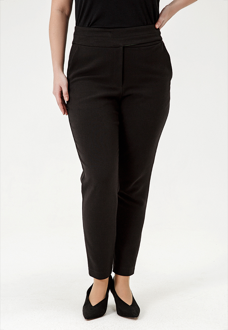 Брюки L05 TR01 01SALE %<br>А это просто отличные брюки – с высокой талией, удобным поясом, хорошо сидящие по бедрам и облегающие ногу – но не стесняющие движений. Лучший выбор для сторонниц идеи «базового гардероба» - и для всех, кто ищет идеальное сочетание для классических блузок и авангардных свитшотов. Рост модели на фото 178 см, размер 54 (российский).<br>
