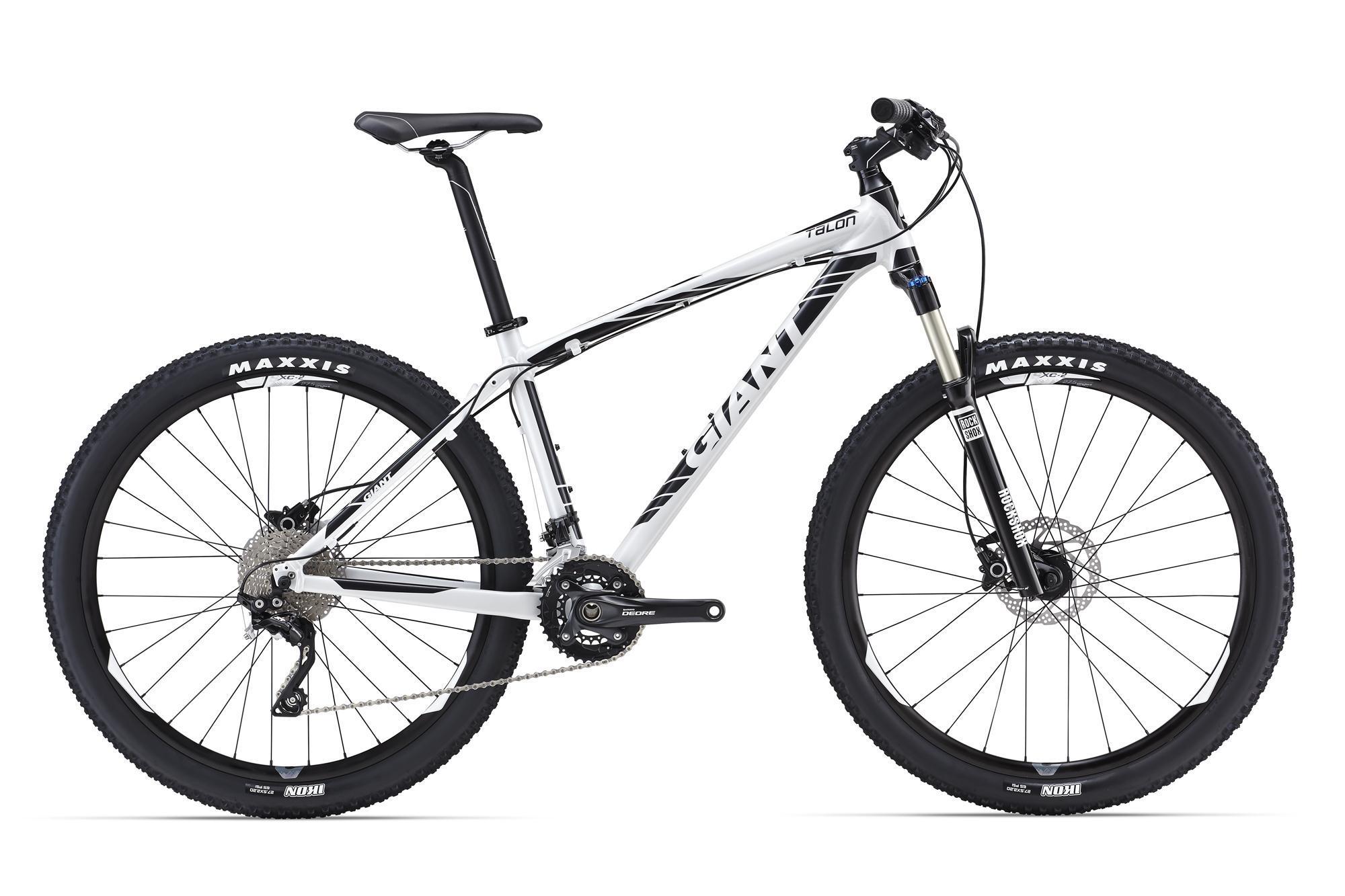"""Giant Talon 27.5 1 (2016)Горные<br>Чем больше контроля, тем больше удовольствия на трейлах. А чем больше удовольствия, тем больше прогресса! Основываясь на этом, Giant разработали раму Talon 27.5. Это понятный и сбалансированный велосипед с самыми современными колесами размера 27,5"""" и специально разработанной под них геометрией. Быстрые повороты, легкость даже на самых крутых подъемах, контроль на сложных спусках – это все про него.<br>В версии Talon 27.5 1 этот живчик получил воздушную вилку, работу которой легко настроить под свой стиль катания и вес, привод Shimano Deore/XT 2x10 славится своей четкой и неприхотливой работой, гидравлические дисковые тормоза Shimano предсказуемо мощно работают в любую погоду. Отличный вариант в стиле «сел и поехал» прямо из коробки.<br>"""