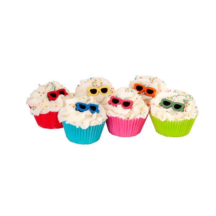Кекс для ванны и душа Monoi / Монои (Кексы и десерты для ухода за кожей)Кексы и десерты для ухода за кожей<br>Тройной капкейк Монои для ванны и душа, рассчитан на 3-4 использования, солнечные, экзотические и цветочные ароматы, вызывающие воспоминания о море.<br>Вес 140 г.<br>Ши и масла какао являются лучшими друзьями нашей кожи: они обладают уникальными целебными свойствами. Содержащиеся в них витамины А, E, D, F- это натуральные защитные и увлажняющие средства, которые кондиционируют и размягчают кожу, усиливая тем самым ее эластичность.<br>Угощение для кожи тела с тонким ароматом, которое оставляет ее мягкой и увлажненной. Эти продукты созданы, чтобы успокоить даже самую сухую кожу.<br>Это средство для естественного питания и увлажнения тела изготавливается полностью вручную в ателье Autour Du Bain в Тулузе. Этот продукт с выраженным увлажняющим эффектом может быть использован как при принятии ванны, так и в душе.<br>Во время принятия ванны: дайте ему полностью или частично раствориться (в случае, когда вы достаете из воды, оно перестает растворяться). Кожа не только смягчается, но и глубоко увлажняется.<br>В душе: после использования геля для душа или мыла Autour Du Bain подставьте «кекс» под воду, он начнет пузыриться, нанесите его на кожу и быстро смойте. Кожа увлажняется и обретает шелковистость, как после использования крема для тела. Это позволяет ей сохранять упругость и эластичность в течение 48 часов. Вы почувствуете мгновенное увлажнение!<br>Не употреблять в пищу<br>Хранить в недоступном для детей месте<br>