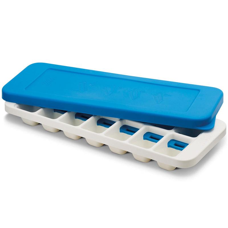 Форма для льда Joseph Joseph quicksnap plus голубая/белая 20020Бар и вечеринки<br>Форма для льда Joseph Joseph quicksnap plus голубая/белая 20020<br><br>Иногда из формы для льда сложно достать один конкретный кубик: они либо высыпаются все, либо ни одного. В этой форме каждая ячейка оснащена специальной кнопкой, которая позволяет точечно достать отдельные льдинки - и отправить их сразу в стакан. Версия Plus оснащена герметичной крышкой, которая позволяет предотвратить разлив воды, плюс защищает лёд от запахов других продуктов в морозильнике. Ёмкость вмещает 14 кубиков. Налейте воду, заморозьте. Для извлечения скрутите форму и нажмите на силиконовую кнопку. Форму можно мыть в посудомоечной машине.<br>Официальный продавец<br>