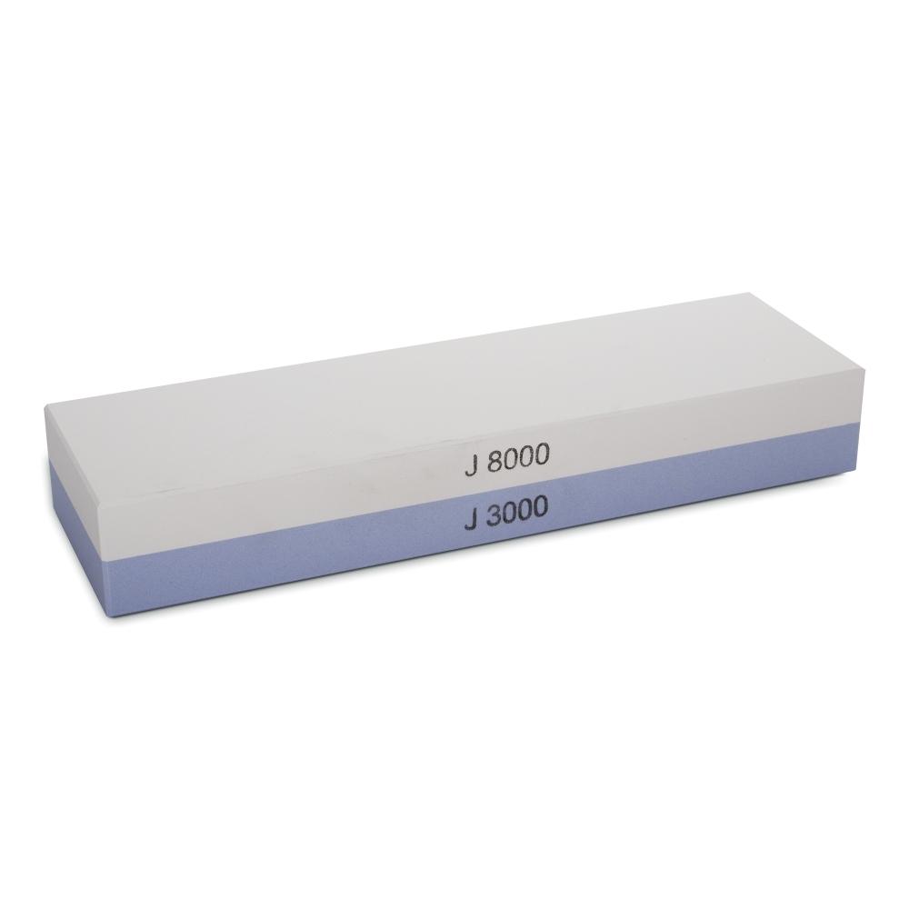Камень точильный водный комбинированный #3000/#8000 WUSTHOF арт. 4452 WUSВодные точильные камни<br>Инструкция<br>Точильные камни имеют разную степень зернистости: <br><br>грубые - зернистость до 1000 единиц - используются для восстановления правильного угла заточки и формы режущей кромки;<br>средние - зернистость 1000 - 3000 единиц - используются для заточки как таковой;<br>тонкие - выше 3000 единиц - используются для чистовой правки ножа.<br><br>Перед использованием точильного камня его необходимо полностью погрузить в воду на 10-15 минут. Во время заточки точильный камень должен быть немного влажным. <br>При заточке японских ножей с односторонней заточкой, сначала необходимо затачивать выступающий спуск, до появления равномерного заусенца, а только потом с небольшим нажимом несколько раз провести по камню вогнутой стороной. При заточке ножей с двухсторонне-симметричной заточкой, сначала затачивайте одну сторону, до появления заусенца, потом приступите к заточке другой стороны ножа. При необходимости повторите операции на более мелкозернистом камне. Затачивайте нож так долго, как это требуется для достижения остроты ножа.<br>При работе следите за тем, чтобы сохранялся первоначальный угол заточки в 15-17 градусов (для японских ножей) и 20-23 градуса (для европейских ножей), заданный при производстве.<br>