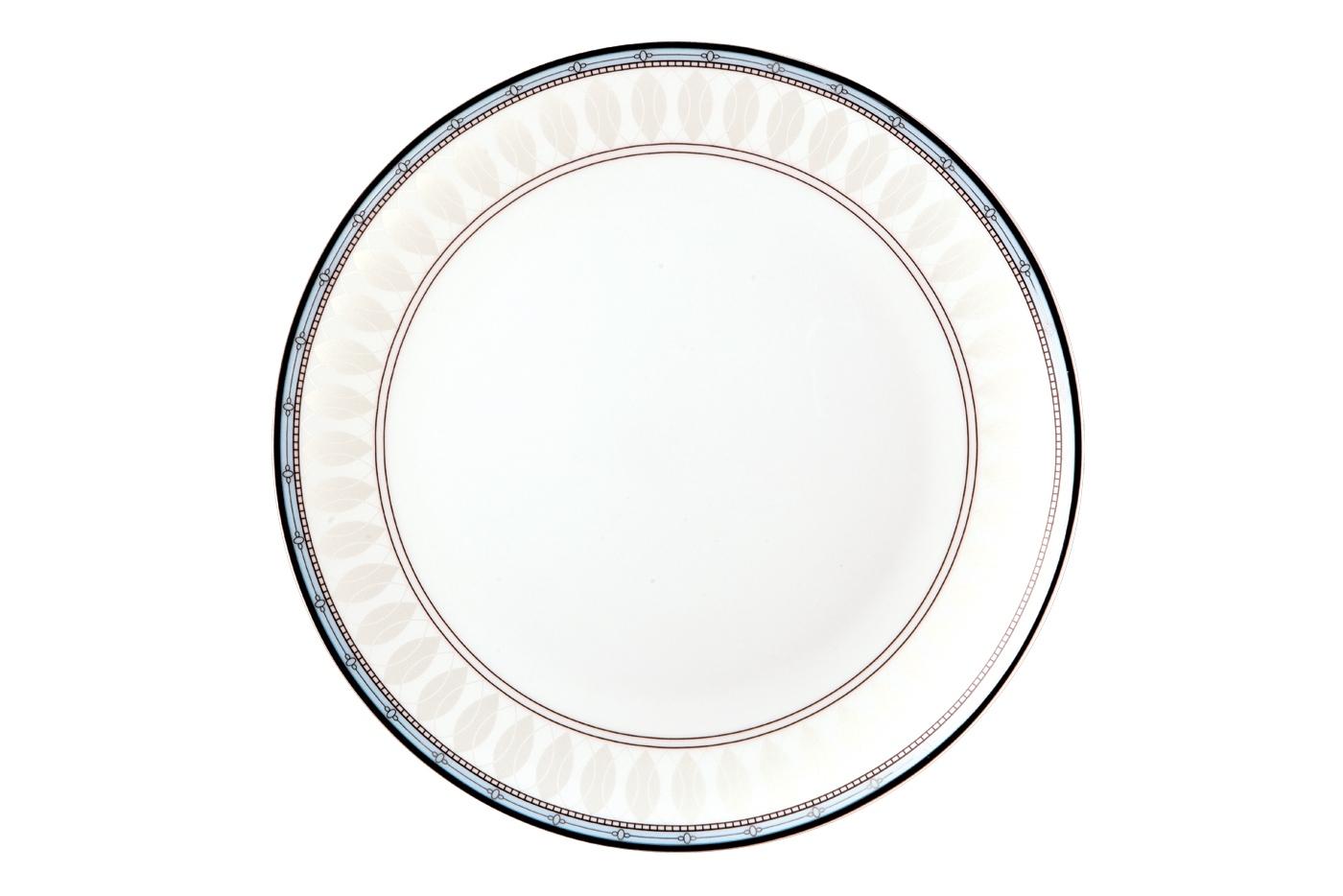 Набор из 6 тарелок Royal Aurel Британия (25см) арт.607Наборы тарелок<br>Набор из 6 тарелок Royal Aurel Британия (25см) арт.607<br>Производить посуду из фарфора начали в Китае на стыке 6-7 веков. Неустанно совершенствуя и селективно отбирая сырье для производства посуды из фарфора, мастерам удалось добиться выдающихся характеристик фарфора: белизны и тонкостенности. В XV веке появился особый интерес к китайской фарфоровой посуде, так как в это время Европе возникла мода на самобытные китайские вещи. Роскошный китайский фарфор являлся изыском и был в новинку, поэтому он выступал в качестве подарка королям, а также знатным людям. Такой дорогой подарок был очень престижен и по праву являлся элитной посудой. Как известно из многочисленных исторических документов, в Европе китайские изделия из фарфора ценились практически как золото. <br>Проверка изделий из костяного фарфора на подлинность <br>По сравнению с производством других видов фарфора процесс производства изделий из настоящего костяного фарфора сложен и весьма длителен. Посуда из изящного фарфора - это элитная посуда, которая всегда ассоциируется с богатством, величием и благородством. Несмотря на небольшую толщину, фарфоровая посуда - это очень прочное изделие. Для демонстрации плотности и прочности фарфора можно легко коснуться предметов посуды из фарфора деревянной палочкой, и тогда мы услушим характерный металлический звон. В составе фарфоровой посуды присутствует костяная зола, благодаря чему она может быть намного тоньше (не более 2,5 мм) и легче твердого или мягкого фарфора. Безупречная белизна - ключевой признак отличия такого фарфора от других. Цвет обычного фарфора сероватый или ближе к голубоватому, а костяной фарфор будет всегда будет молочно-белого цвета. Характерная и немаловажная деталь - это невесомая прозрачность изделий из фарфора такая, что сквозь него проходит свет.<br>