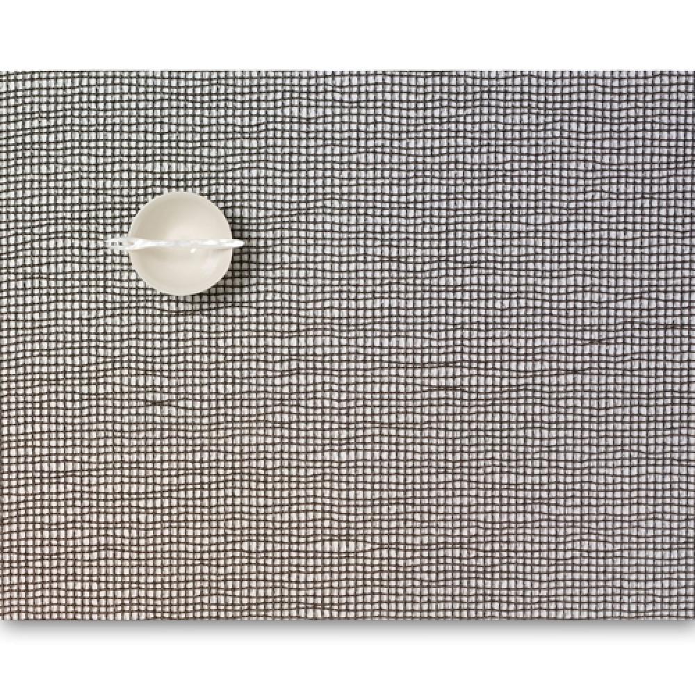 Салфетка подстановочная, жаккардовое плетение, винил, (36х48) Caviar (100124-002) CHILEWICH Lattice арт. 0117-LATT-CAVIСервировка стола<br>Салфетки и подставки для посуды от американского дизайнера Сэнди Чилевич, выполнены из виниловых нитей — современного материала, позволяющего создавать оригинальные текстуры изделий без ущерба для их долговечности. Возможно, именно в этом кроется главный секрет популярности этих стильных салфеток.<br>Впрочем, это не мешает подставочным салфеткам Chilewich оставаться достаточно демократичными, для того чтобы занять своё место и на вашем столе. Вашему вниманию предлагается широкий выбор вариантов дизайна спокойных тонов, способного органично вписаться практически в любой интерьер.<br><br>длина (см):48материал:винилпредметов в наборе (штук):1страна:СШАширина (см):36.0<br>Официальный продавец CHILEWICH<br>