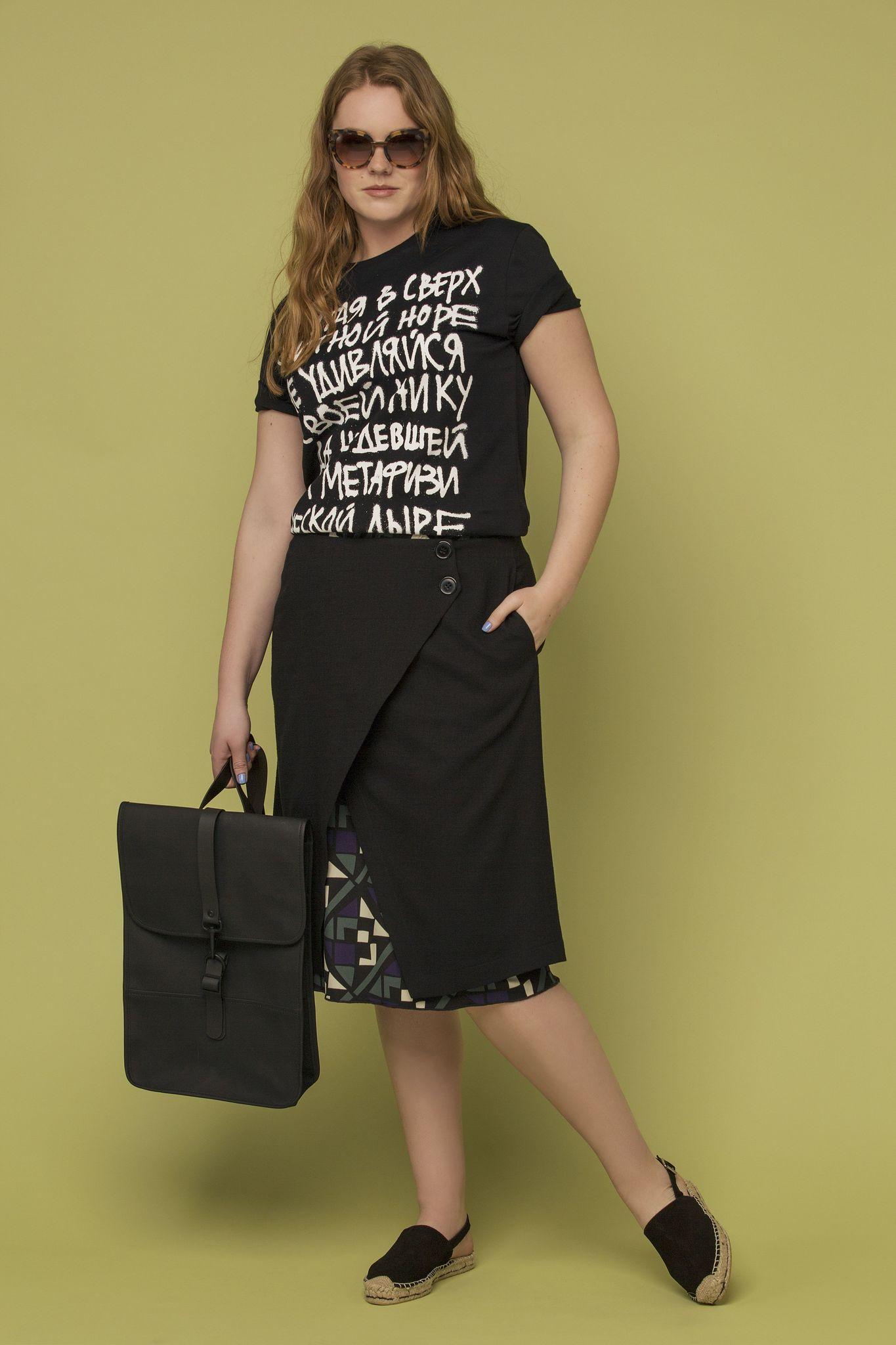 Юбка LE-04 SK01 01/95Юбки<br>Многослойная  юбка с запахом выпущена в ограниченом тираже. Застегивается на пуговицы, подъюбник с графичным принтом. Та самая сложная многослойность силуэта, столь любимая всеми стилистами в этом сезоне.<br>