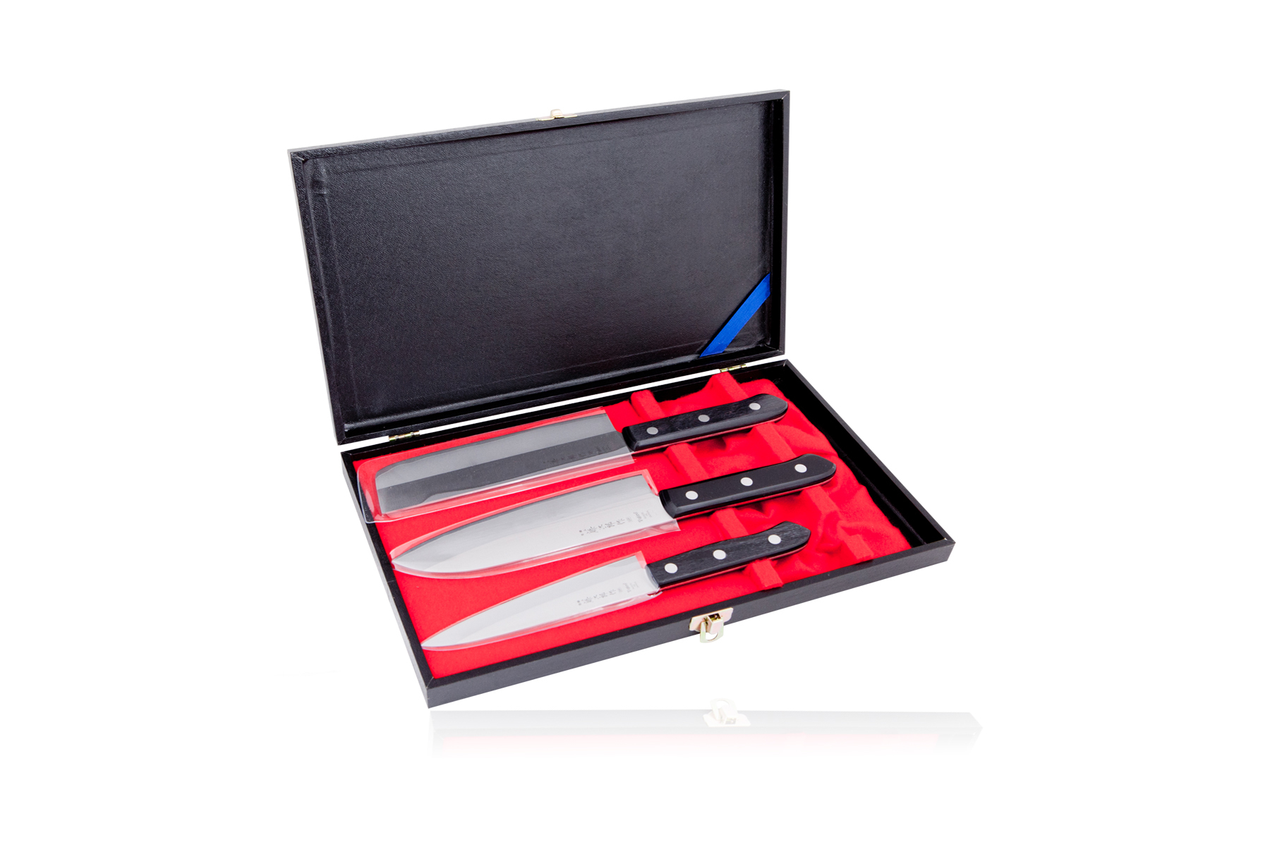 Набор из 3 кухонных ножей Tojiro Gift Set (FG-8300)Наборы ножей Tojiro<br>Набор из 3 кухонных ножей Tojiro Gift Set (FG-8300)<br>Материал клинка:Сталь VG-10 / Laminated 420J2<br>В наборе:<br><br>Нож кухонный стальной универсальный(135мм)<br>Нож кухонный стальной Накири(160мм)<br>Нож кухонный стальной Сантоку(165мм)<br>Подарочная упаковка.<br><br>Что резать:<br><br>Нож Сантоку - подходит для нарезки любых продуктов (мясо, рыба, овощи, фрукты).<br>Нож Накири – это специальный топорик для шинковки овощей. Отличается удобной формой, что позволяет легко и быстро нарезать любые овощи, просто поднимая и опуская лезвие ножа.<br>Универмальный нож - подходит для нарезки не больших кусков мяса и рыбы, а также сыра, овощей и фруктов.<br><br>Официальный сертифицированный продавец TOJIRO<br>