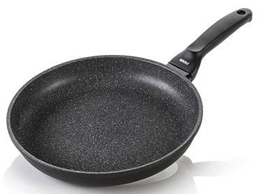 Литая сковорода Risoli HardStone Granito 32см 00103GR/32HSСковороды<br>Литая сковорода Risoli HardStone Granito 32см 00103GR/32HS<br><br>Компания Risoli (Ризоли) известна во всем мире как производитель высококачественной литой посуды, а серия Granito - это ее последняя разработка. Инженерам компании Risoli поставили непростую задачу: создать сковороду, которая была бы проста в использовании, была бы экологична и, что немаловажно, доступна. Они с честью справились с этой миссией. Встречайте! Risoli Granito - Ваш неутомимый помощник на кухне! Эта литая сковорода 32см позволит Вам накормить целую компанию друзей или большую и дружную семью.<br>