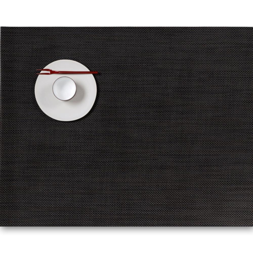 Салфетка подстановочная, жаккардовое плетение, винил, (36х48) Espresso (100132-009) CHILEWICH Mini Basketweave арт. 0025-MNBK-ESPRСервировка стола<br>Салфетки и подставки для посуды от американского дизайнера Сэнди Чилевич, выполнены из виниловых нитей — современного материала, позволяющего создавать оригинальные текстуры изделий без ущерба для их долговечности. Возможно, именно в этом кроется главный секрет популярности этих стильных салфеток.<br>Впрочем, это не мешает подставочным салфеткам Chilewich оставаться достаточно демократичными, для того чтобы занять своё место и на вашем столе. Вашему вниманию предлагается широкий выбор вариантов дизайна спокойных тонов, способного органично вписаться практически в любой интерьер.<br><br>длина (см):48материал:винилпредметов в наборе (штук):1страна:СШАширина (см):36.0<br>Официальный продавец CHILEWICH<br>