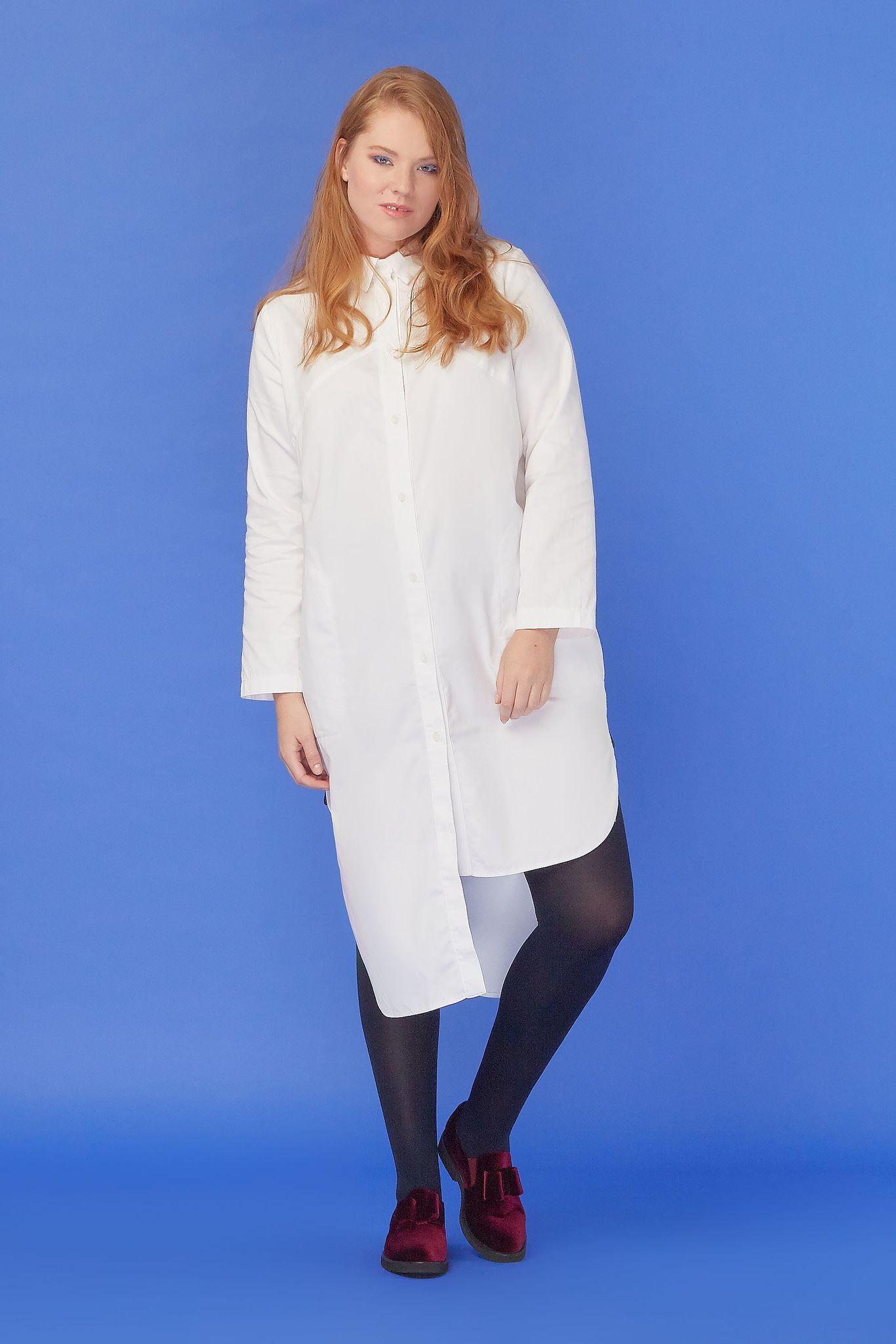 Платье-блуза LE-08 B01 40ЧЁРНАЯ ПЯТНИЦА<br>Как вы относитесь к асимметрии? Мы - крайне положительно! Любая асимметричная вещь выходит за общепринятые рамки, выделяется из ряда себе подобных и, конечно, привлекает внимание. А если речь идёт об удлинённых блузках, то нестандартный крой — это то, что делает их ещё удивительнее. Но! Эта блузка ещё и строгая. Посмотрите: примерно до пояса это обычная строгая вещь, которая, к тому же, застёгнута на все пуговицы. Никакой фривольности. А вот дальше начинается самое интересное: идёт асимметрия. Смотрится ли оно теперь строгим? Нет! Каким же тогда? Необычным, смелым, по-настоящему стильным. Конечно, вы будете в центре внимания. Однако это только одна сторона медали. Вторая - удобство. Блузка невероятно удобная, свободная, из хлопка, лёгкая и приятная к телу - сколько достоинств у одной вещи!Рост модели на фото 179 см, размер - 52 российский<br>