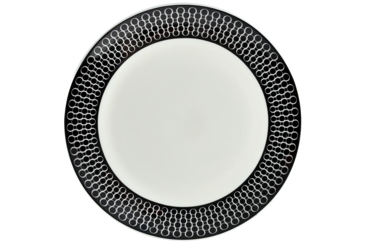 Набор из 6 тарелок Royal Aurel Верона (20см) арт.523Наборы тарелок<br>Набор из 6 тарелок Royal Aurel Верона (20см) арт.523<br>Производить посуду из фарфора начали в Китае на стыке 6-7 веков. Неустанно совершенствуя и селективно отбирая сырье для производства посуды из фарфора, мастерам удалось добиться выдающихся характеристик фарфора: белизны и тонкостенности. В XV веке появился особый интерес к китайской фарфоровой посуде, так как в это время Европе возникла мода на самобытные китайские вещи. Роскошный китайский фарфор являлся изыском и был в новинку, поэтому он выступал в качестве подарка королям, а также знатным людям. Такой дорогой подарок был очень престижен и по праву являлся элитной посудой. Как известно из многочисленных исторических документов, в Европе китайские изделия из фарфора ценились практически как золото. <br>Проверка изделий из костяного фарфора на подлинность <br>По сравнению с производством других видов фарфора процесс производства изделий из настоящего костяного фарфора сложен и весьма длителен. Посуда из изящного фарфора - это элитная посуда, которая всегда ассоциируется с богатством, величием и благородством. Несмотря на небольшую толщину, фарфоровая посуда - это очень прочное изделие. Для демонстрации плотности и прочности фарфора можно легко коснуться предметов посуды из фарфора деревянной палочкой, и тогда мы услушим характерный металлический звон. В составе фарфоровой посуды присутствует костяная зола, благодаря чему она может быть намного тоньше (не более 2,5 мм) и легче твердого или мягкого фарфора. Безупречная белизна - ключевой признак отличия такого фарфора от других. Цвет обычного фарфора сероватый или ближе к голубоватому, а костяной фарфор будет всегда будет молочно-белого цвета. Характерная и немаловажная деталь - это невесомая прозрачность изделий из фарфора такая, что сквозь него проходит свет.<br>