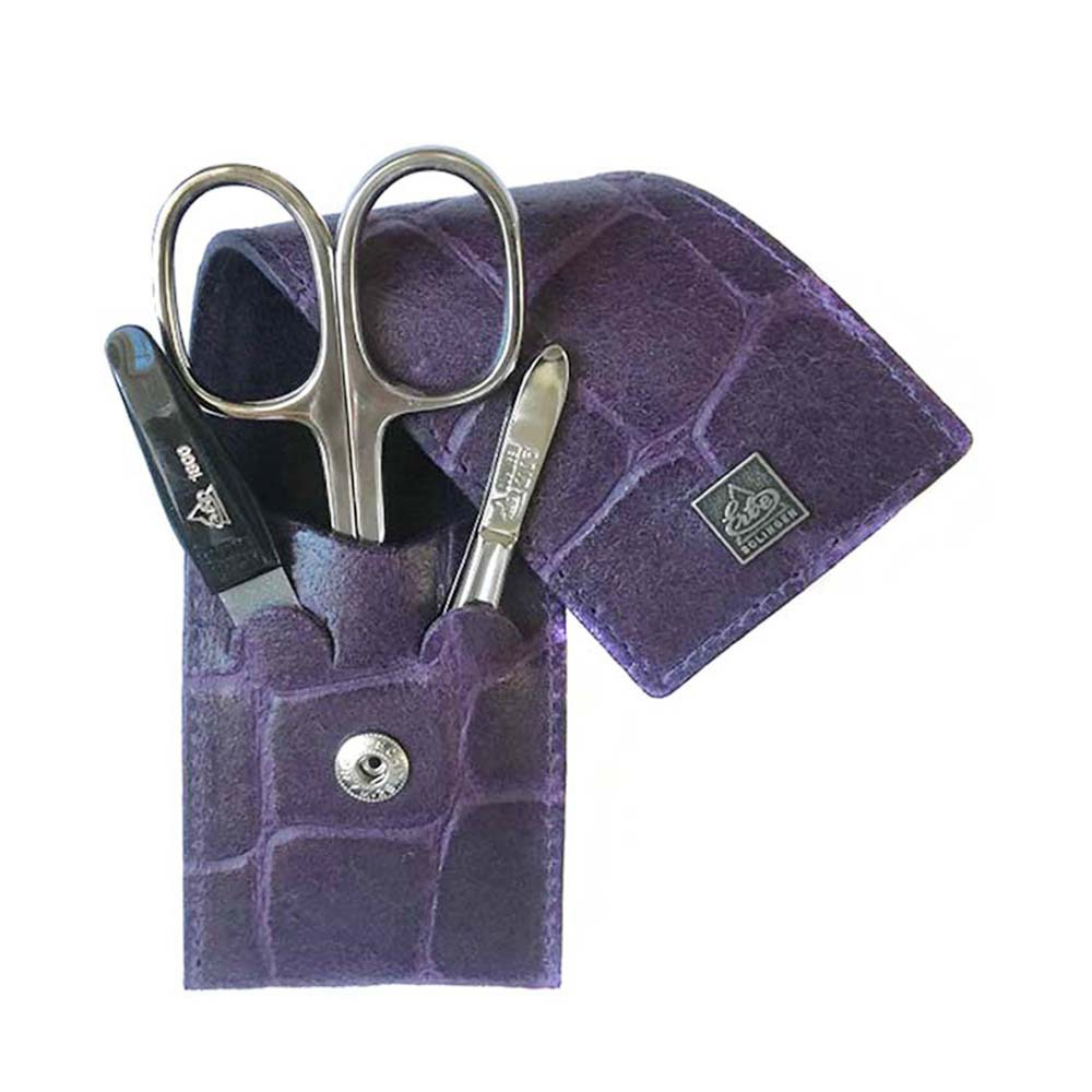 """Маникюрный набор Erbe, 3 предмета, цвет фиолетовый, кожаный футлярМаникюрные наборы<br>Маникюрный набор включает:<br><br>Ножницы для ногтей.<br>Пинцет наклонный.<br>Пилка металлическая.<br><br><br>Erbe Solingen – это один из самых известных брендов немецкой компании Becker Manicure, которая хорошо известна по всему миру и заслужила уважение благодаря отличному качеству изделий.<br>Внутри наборов Erbe – сатинированные, либо никелированные элементы ручной заточки, выполненные из нержавеющей стали INOX (от французского слова """"inoxidable"""", которое переводится как """"нержавеющий""""). На инструментах выгравирован фирменный логотип """"Erbe Solingen"""", а также пометки :""""Stainless"""" (в переводе с англ.языка-нержавеющий), """"Rostfrei-Inox"""" (в переводе с нем.языка –нержавеющий).<br>Ножницы для ногтей Erbe имеют микронасечки. Эти насечки нужны, чтобы ножницы не скользили по ногтю.<br>"""