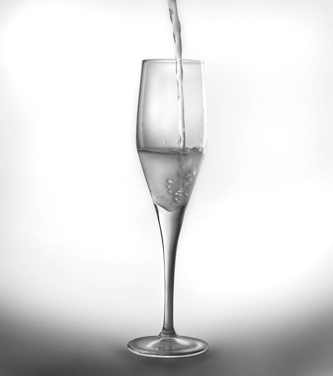 Набор из 6 бокалов для шампанского 215мл BergHOFF CooknCo Casa 2800000Бокалы и стаканы<br>Набор из 6 бокалов для шампанского 215мл BergHOFF CooknCo Casa 2800000<br><br>Наиболее часто используется для шампанского или игристых вин, однако эти фужеры подходят также для определенных сортов пива. Ножки этих бокалов удобно держать в руке, а прозрачные фигурные формы самих бокалов подчеркнут красоту напитка.<br>