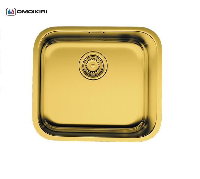 Кухонная мойка из нержавеющей стали OMOIKIRI Ashino 49-АB (4993067)Кухонные мойки из нержавеющей стали<br>Кухонная мойка из нержавеющей стали OMOIKIRI Ashino 49-АB (4993067)<br><br><br>Размер выреза под мойку: 450х400 мм, угловой радиус: 100 мм.<br>Японская высококачественная хромоникелевая нержавеющая сталь с покрытием PVD.<br>Матовая полировка, устойчивая к появлению царапин.<br>Упаковка обеспечивает максимально безопасную транспортировку.<br>Мойка упакована в пластиковый пакет, пенопластовые уголки, картонную коробку.<br>Шумоподавляющее покрытие состоит из 2-х компонентов: резиновая накладка на дне и специальный противошумный состав.<br><br><br>Комплектация:<br><br>донный клапан;<br>крепления;<br>уплотнительная прокладка.<br><br><br>Упаковка:<br><br>картонная коробка;<br>пенопласт;<br>пластиковый пакет.<br><br><br><br><br><br><br>Нержавеющая сталь OMOIKIRI<br>Вся нержавеющая сталь OMOIKIRI соответствует маркировке 18/8. Это аустенитная сталь содержит 18% хрома и 8% никеля, что обеспечивает ее максимальную защиту от коррозии.<br>Нержавеющая сталь OMOIKIRI подвергается уникальной обработке холодом «GOKIN»©, повышающей ее твердость и износостойкость.<br><br><br><br><br><br>PVD- и ORB-покрытия<br>Компания OMOIKIRI активно использует новейшие виды износостойких покрытий — PVD и ORB. Технология PVD заключается в напылении конденсации из паровой (газовой) фазы на исходный материал, что придает продукции твёрдость, стойкость и антиаллергические свойства. ORB-покрытие наделяет смеситель оттенком промасленной бронзы.<br><br><br><br><br><br>Кухонные мойки из нержавеющей стали OMOIKIRI при производстве проходят три этапа контроля качества:<br><br>контроль состава нержавеющей стали на соответствие стандартам содержания цветных металлов и указанной маркировке;<br>проверка качества металлических заготовок перед производством;<br>контроль качества изделий на всех этапах производства.<br><br><br><br><br><br>Руководство по монтажу<br><br><br><br>Официальный сертифицированный прода