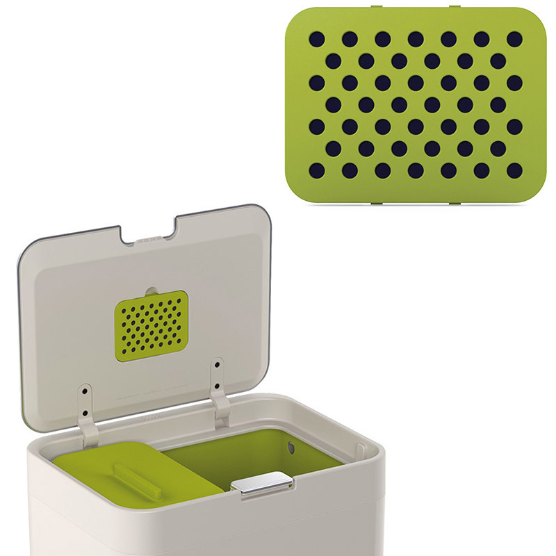 Фильтры для контейнера для сортировки мусораJoseph Joseph  totem 2 шт. 30005Кухонные принадлежности Joseph Joseph (Великобритания)<br>Наверняка вам хоть раз в жизни приходилось выбрасываать полупустой мусорный пакет только из-за того, что внутри что-то неприятно пахло. Карбоновый фильтр для контейнера для сортировки мусора Totem блокирует запахи от пищевых отходов. Он крепится внутрь, прямо на крышку, предназначен для контейнеров Totem объемом 60 и 50 литров. В комплекте 2 фильтра.<br>Официальный продавец<br>