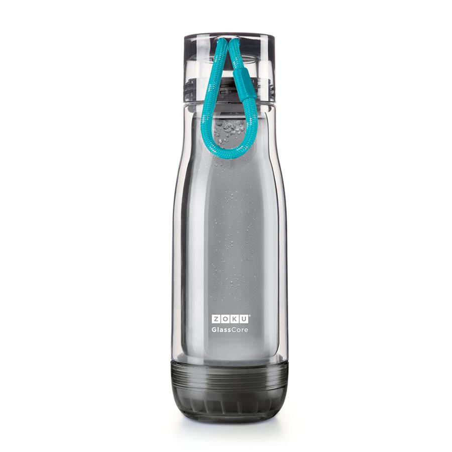 Бутылка Zoku Active 480 мл голубая ZK128-AC-TLНовинки<br>Бутылка Zoku Active 480 мл голубая ZK128-AC-TL<br><br>Компактная бутылка Zoku Active идеально подойдет для тех кто регулярно занимается спортом и любит активный образ жизни. Герметичная конструкция защитит напитки от пролития а силиконовые накладки не дадут изделию разбиться при падении. В качестве основного материала изготовления производителем было использовано боросиликатное стекло за счет чего бутылка имеет не только привлекательный внешний вид но и высокую износостойкость. В нее можно налить как холодные так и горячие напитки температура которых будет поддерживаться длительное время благодаря плотной фиксации крышки и двойным стенкам корпуса. Доступные цветовые решения: красный голубой синий зеленый фиолетовый.<br>