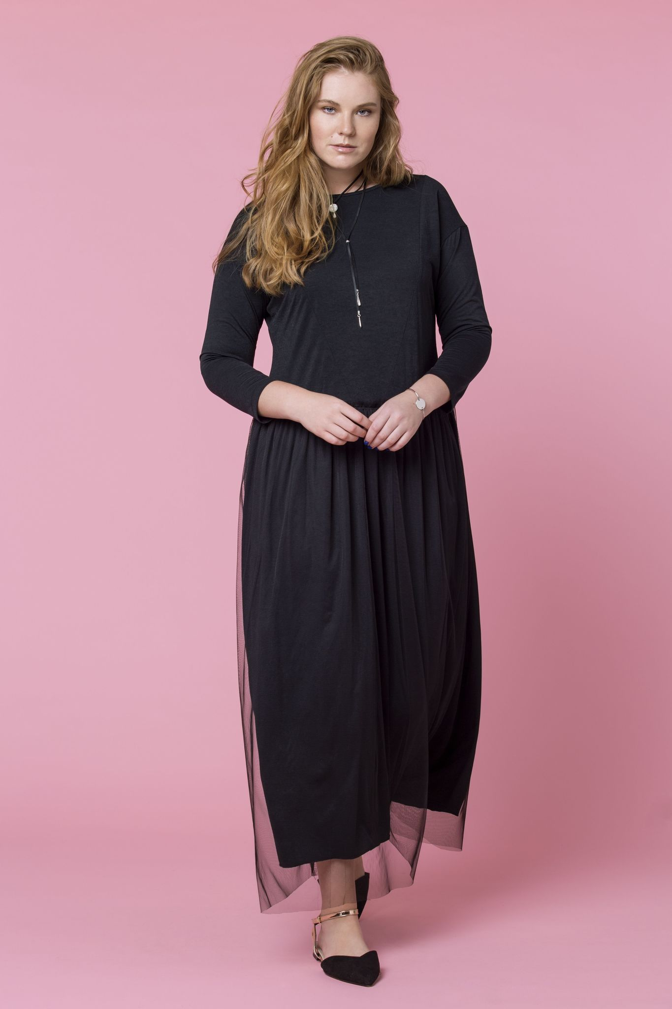Платье NY D9 DM01Платья<br>Эксклюзивное струящееся платье с накладкой из легкого фатина. Прекрасно подойдет для создания праздничного образа.<br>