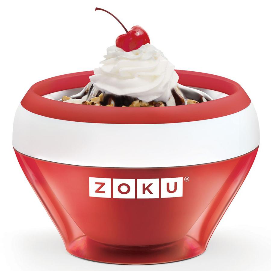 Мороженица Zoku Ice Cream Maker красная ZK120-RDНовинки<br>Мороженица Zoku Ice Cream Maker красная ZK120-RD<br><br>С помощью компактного Ice Cream Maker вы сможете быстро и без усилий приготовить натуральные домашние десерты: мороженое сорбет щербет замороженный йогурт заварной крем и прочие лакомства. А благодаря уникальной технологии насладиться готовым продуктом можно будет уже через 10 минут после установки формы в морозильную камеру!  Почувствуйте себя настоящим профессионалом – создавайте вкусные и полезные десерты на основе натуральных ингредиентов. Комбинируйте вкусовые добавки и украшайте готовое мороженное фруктами сладкими или пряными присыпками орехами и шоколадом. С данным аппаратом вы сможете воплотить любую свою фантазию так что экспериментируйте и радуйте родных кулинарными шедеврами! Доступные цветовые решения: красный оранжевый синий голубой зеленый фиолетовый.<br>