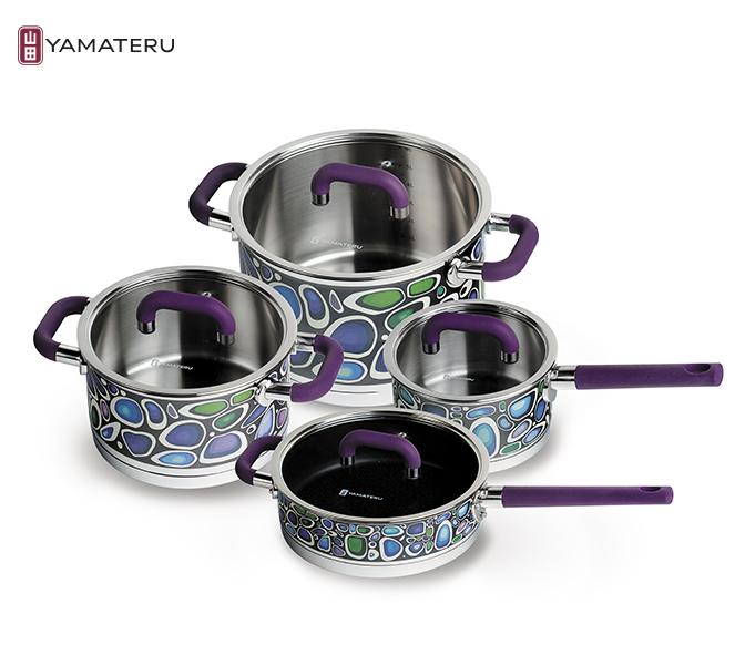 Набор посуды 8 предметов Yamateru Takara ST YTASET8STНаборы посуды<br>Набор посуды 8 предметов Yamateru Takara ST YTASET8ST<br><br>Уникальная коллекция, сочетающая в себе высочайшее качество и продуманную функциональность, станет не только верным помощником хозяйки, но и украшением любой кухни благодаря особенному дизайнерскому решению, реализованному с помощью технологии деколирования. Оставаясь настоящим произведением искусства, посуда из коллекции PATENT DESINED &amp; DECORATIVE также является неповторимым образцом полезной технологичности.<br><br><br>В то время, как ваши гости будут любоваться ее ярким дизайном, истинный кулинар обязательно оценит используемые инновационные решения: индукционное дно с диском из чистого алюминия и антипригарным покрытием Teflon® Platinum Plus, оригинальный дизайн дна сотейника, разработанный по технологии Puzzle, эксклюзивную обработку края «drop-stop» и внутреннюю матовую полировку, устойчивую к появлению царапин.<br>В набор Yamateru Takara STвходит:<br><br><br><br><br><br>Ковш Yamateru Takara ST16 см +стеклянная крышка<br>Диаметр: 16см<br>Объем: 1,8л<br>Толщина дна: 8,6мм<br>Толщина стенок: 1мм<br>Высота стенок: 9см<br><br><br><br><br><br>КастрюляYamateru Takara ST20 см +стеклянная крышка<br>Диаметр: 20см<br>Объем: 3,4л<br>Толщина дна: 8,6мм<br>Толщина стенок: 1мм<br>Высота стенок: 11см<br><br><br><br><br><br>Кастрюля Yamateru Takara ST24 см +стеклянная крышка<br>Диаметр: 24см<br>Объем: 6,8л<br>Толщина дна: 8,6мм<br>Толщина стенок: 1мм<br>Высота стенок: 15см<br><br><br><br><br><br>СотейникYamateru Takara ST24 см +стеклянная крышка<br>Диаметр: 24см<br>Объем: 3,1л<br>Толщина дна: 8,6мм<br>Толщина стенок: 1мм<br>Высота стенок: 7см<br><br><br><br><br>Отличительные особенности посудыYamateru Takara ST:<br><br>Многоступенчатый экоконтроль материалов на всех этапах производства.<br>Оригинальное дизайнерское решение покрытия внешнего корпуса термостойкой деколью.<br>Внутренняя матовая полировка, устойчивая к появлению царапин.<br>Сотей
