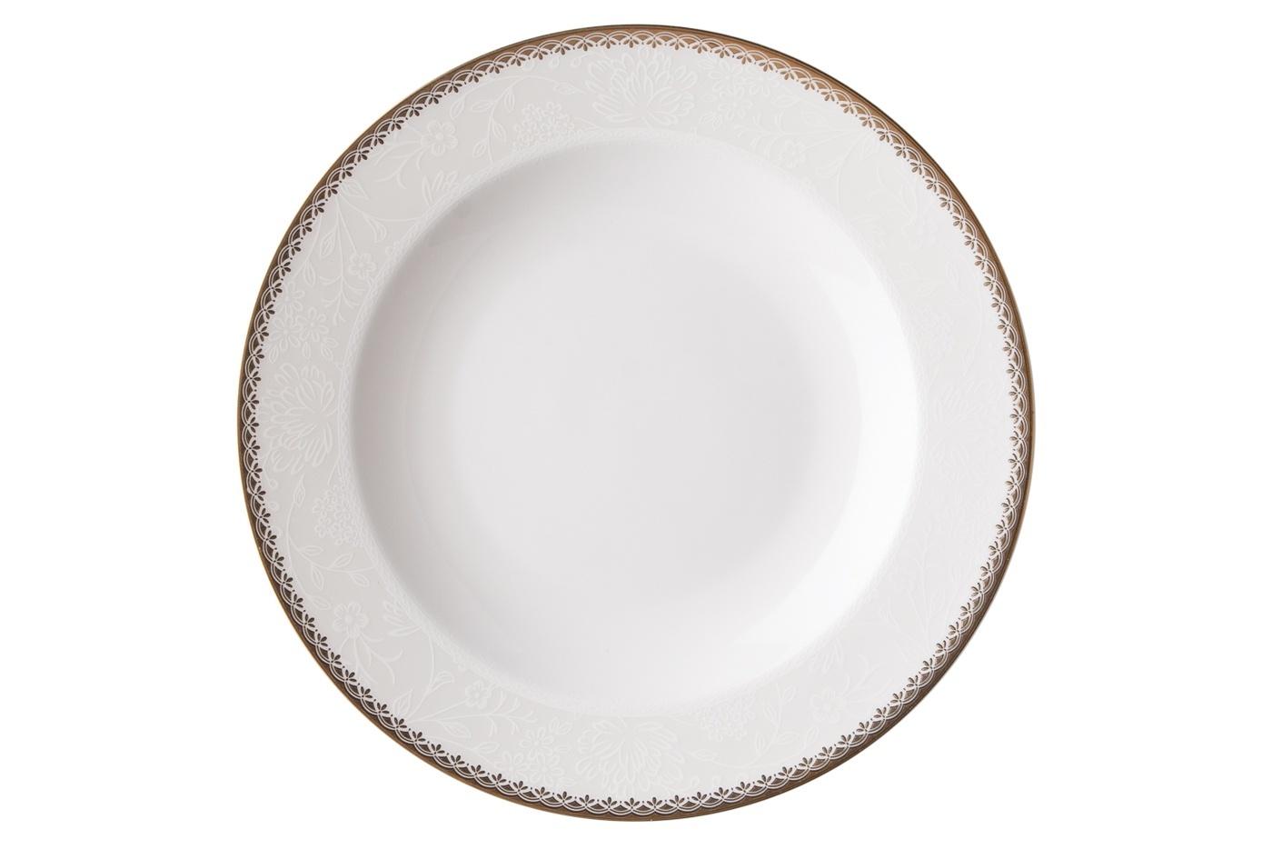 Набор из 6 тарелок Royal Aurel Флора (20см) арт.538Наборы тарелок<br>Набор из 6 тарелок Royal Aurel Флора (20см) арт.538<br>Производить посуду из фарфора начали в Китае на стыке 6-7 веков. Неустанно совершенствуя и селективно отбирая сырье для производства посуды из фарфора, мастерам удалось добиться выдающихся характеристик фарфора: белизны и тонкостенности. В XV веке появился особый интерес к китайской фарфоровой посуде, так как в это время Европе возникла мода на самобытные китайские вещи. Роскошный китайский фарфор являлся изыском и был в новинку, поэтому он выступал в качестве подарка королям, а также знатным людям. Такой дорогой подарок был очень престижен и по праву являлся элитной посудой. Как известно из многочисленных исторических документов, в Европе китайские изделия из фарфора ценились практически как золото. <br>Проверка изделий из костяного фарфора на подлинность <br>По сравнению с производством других видов фарфора процесс производства изделий из настоящего костяного фарфора сложен и весьма длителен. Посуда из изящного фарфора - это элитная посуда, которая всегда ассоциируется с богатством, величием и благородством. Несмотря на небольшую толщину, фарфоровая посуда - это очень прочное изделие. Для демонстрации плотности и прочности фарфора можно легко коснуться предметов посуды из фарфора деревянной палочкой, и тогда мы услушим характерный металлический звон. В составе фарфоровой посуды присутствует костяная зола, благодаря чему она может быть намного тоньше (не более 2,5 мм) и легче твердого или мягкого фарфора. Безупречная белизна - ключевой признак отличия такого фарфора от других. Цвет обычного фарфора сероватый или ближе к голубоватому, а костяной фарфор будет всегда будет молочно-белого цвета. Характерная и немаловажная деталь - это невесомая прозрачность изделий из фарфора такая, что сквозь него проходит свет.<br>