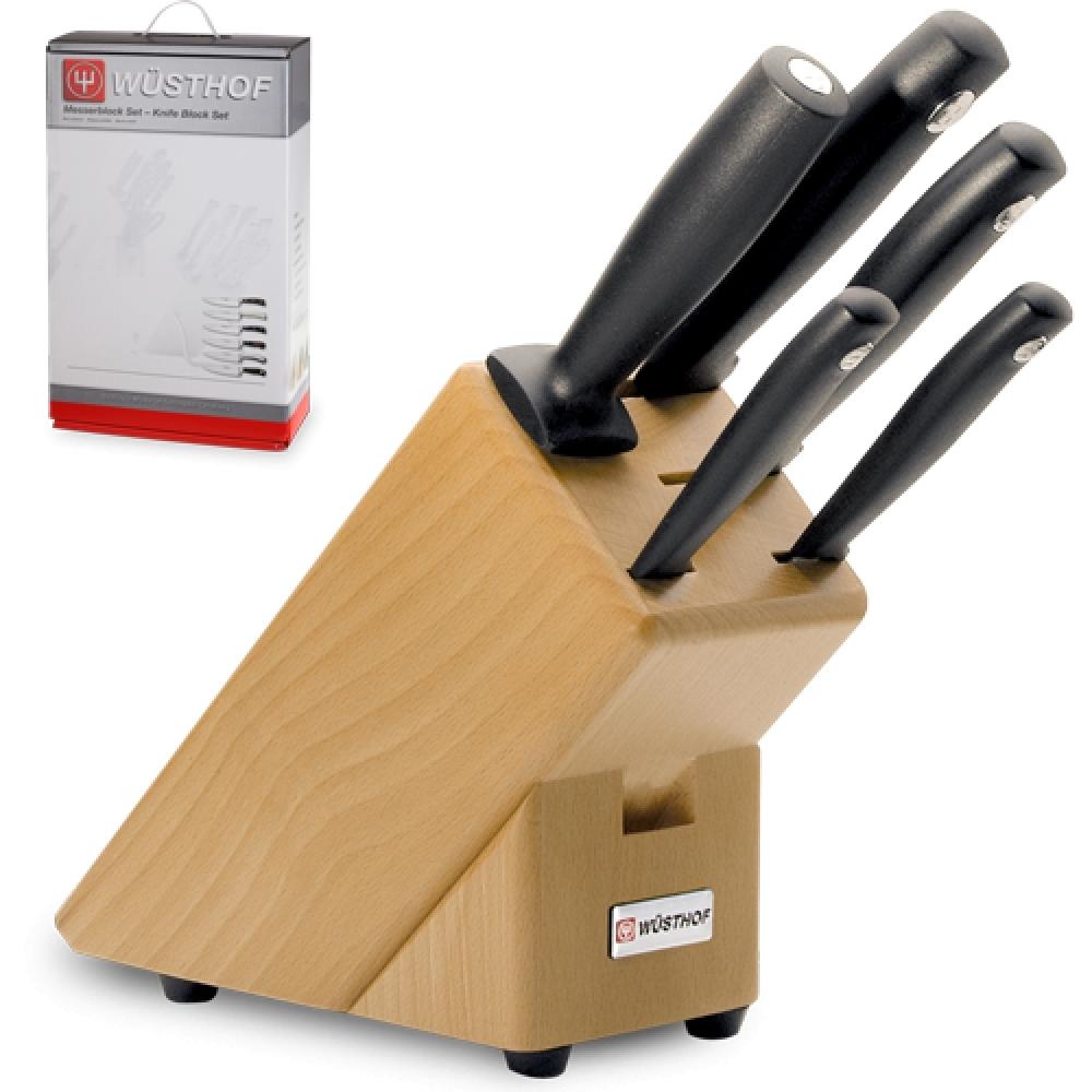 Набор из 4 кухонных ножей, мусата и подставки WUSTHOF Silverpoint арт. 9829Кухонные ножи WUSTHOF Silverpoint<br>Набор из 4 кухонных ножей, мусата и подставки WUSTHOF Silverpoint арт. 9829<br><br>В набор входит:<br><br>Нож кухонный Шеф 18 см WUSTHOF Silverpoint (Золинген) арт. 4561/18<br>Нож кухонный для хлеба 20 см WUSTHOF Silverpoint (Золинген) арт. 4141<br>Нож кухонный универсальный 12 см WUSTHOF Silverpoint (Золинген) арт. 4051 WUS<br>Нож кухонный овощной 8 см WUSTHOF Silverpoint (Золинген) арт. 4013<br>Мусат 18 см. арт.4461/18 WUS<br>Деревянная подставка<br><br>Отличительные особенности<br>Что резать: <br><br>Нож Шеф - подходит для нарезки любых продуктов (мясо, рыба, овощи, фрукты).<br>Нож для хлеба -хлеб и продукты с твердой коркой и мягкой серединой (ананас, арбуз, дыня и т.д.).<br>Нож универсальный -подходит для нарезки не больших кусков мяса и рыбы, а также сыра, овощей и фруктов.<br>Нож овощной -подходит для нарезки овощей и фруктов.<br><br>Материал лезвия: сталь прокатная, молибден-ванадиевая (X50 Cr Mo V 15) - отличается высочайшим уровнем прочности, обеспечивающимся наличием молибдена и ванадия в ее составе. Оптимальная для ножей твердость лезвия объясняется повышенным содержанием углерода в составе металла и особой технологией его термообработки. Сталь X50CrMoV15 благодаря наличию в ее составе хрома, отличается также повышенной стойкостью к коррозии.<br>Лезвия ножей из стали марки X50CrMoV15 долгое время не нуждаются в дополнительной заточке, они не темнеют и практически не подвержены окислению. Вне зависимости от интенсивности эксплуатации ножи сохраняют свой первозданный вид на протяжении всего срока их использования.<br>Материал рукоятки:полипропилен- представляет собой пластический материал, который устойчив к сгибанию и ударам, отличается стойкостью к износу, обладает в условиях разных температур положительными электроизоляционными свойствами. Полипропилен незначительно подвергается воздействию щелочей, а также растворов солей и кислот даже при вы