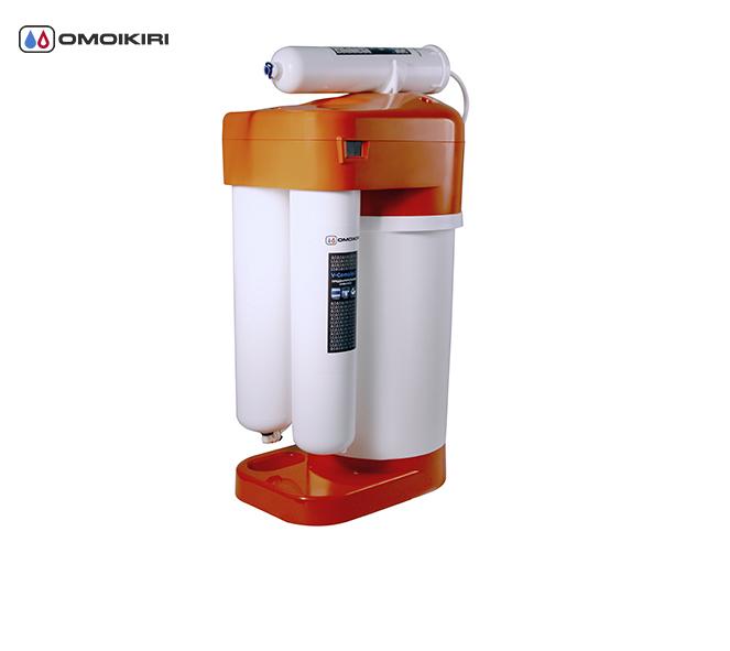 Фильтр для очистки воды OMOIKIRI Pure Drop 2.1.4 (4998004)Фильтры для очистки воды<br>Фильтр для очистки воды OMOIKIRI Pure Drop 2.1.4 (4998004)<br><br>Водоочиститель OMOIKIRI Pure drop 2.1.4 предназначен для очистки водопроводной воды от бактерий. Имеет накопительный бак объемом 5л.<br><br>Система обратного осмоса позволяет удалить из воды все механические загрязнения, соли, тяжелые металлы, бактерии, вирусы и органические примеси.<br>Инновационная японская тонкостенная мембрана улучшенной структуры, позволяет повысить ресурс сменных модулей и добиться высокой производительности.<br>Модуль М-Complex 4 насыщает воду полезными для здоровья природными солями и минералами.<br>Уникальная нить Vivalon, которая содержится в модулях, задерживает тяжелые и токсичные металлы, концентрирует в себе опасные для здоровья механические и органические примеси.<br>Активные ионы серебра предотвращают размножение, а также способствуют уничтожению микроорганизмов.<br>Водоочиститель прост в эксплуатации. Замена модулей менее чем за 1 минуту без дополнительных инструментов.<br>Удобно устанавливается под мойку и занимает минимум пространства.<br><br><br><br><br><br><br><br>Официальный дилер OMOIKIRI™<br>