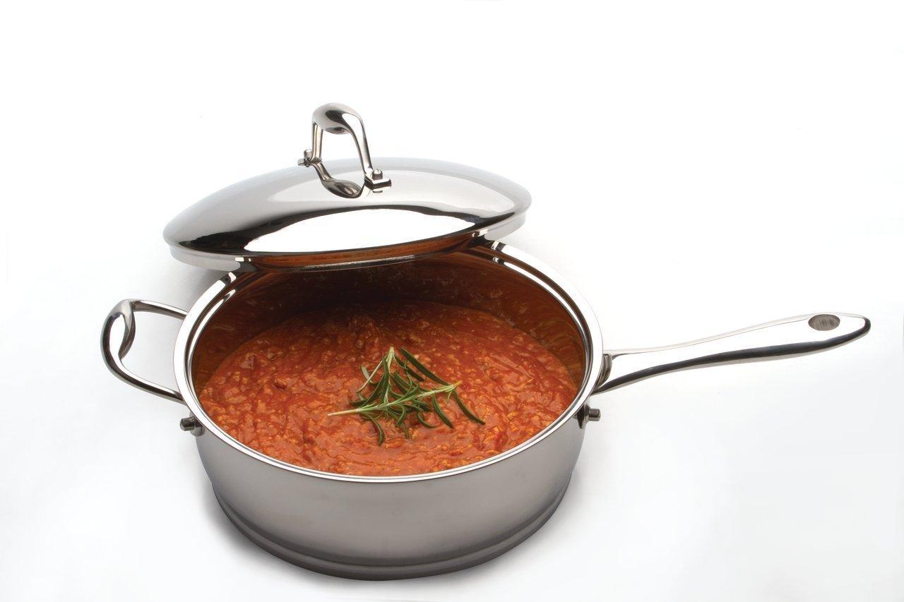 Сотейник 24см 2,5л BergHOFF Zeno 1102146Сотейники<br>Сотейник 24см 2,5л BergHOFF Zeno 1102146<br><br>Сотейник для жарки и тушения, также идеален для приготовления стейков. Идеальный выбор для низкожирового подрумянивания пищи, тушения и жарки. Благодаря плотной крышке позволит готовить блюда без масла и воды: собственные соки продуктов не будут испоряться. Имеет вспомогательную ручку для дополнительного комфорта.<br>Округлая форма, наружная зеркальная полировка и 18/10 нержавеющая сталь - отличительные черты этой линии. Революционное 6-слойное дно для быстрого и энергосберегающего приготовления. Толстые стенки равномерно прогреваются и медленно остывают. Высококачественная нержавеющая сталь 18/10 для повышенной прочности и гигиены. <br>Крышка из нержавеющей стали 18/10 плотно закрывает кастрюлю, удерживая естественную влагу и соки ингредиентов внутри. Эргономичная ручка обеспечивает безопасный захват и удобство в поднятии кастрюли.<br>