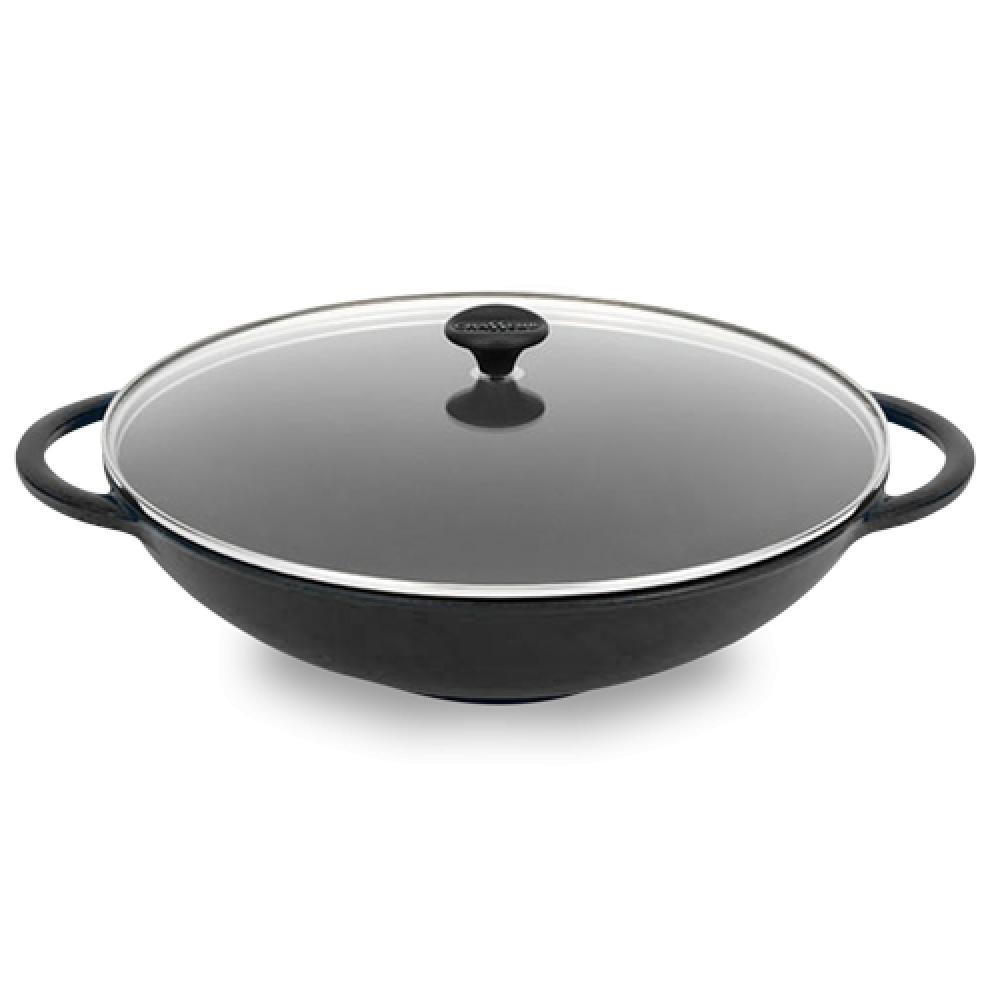 Вок чугунный 37 см (4,5л), с эмалированным покрытием, крышка стеклянная, CHASSEUR Black (цвет: черный) арт. 1037(7015)Распродажа<br>Вок чугунный 37 см (4,5л), с эмалированным покрытием, крышка стеклянная, CHASSEUR Black (цвет: черный) арт. 1037(7015)<br><br>вид упаковки:подарочнаявысота (см):9.5диаметр (см):37.0крышка:естьматериал:чугунобъем (л):4.50покрытие:эмалированноепредметов в наборе (штук):1ручки:фиксированныестрана:Франциятип варочной поверхности:все типы поверхностей<br><br>Серия чугунной эмалированной посуды Chasseur Le Carronde привлекает к себе внимание изысканным дизайном. Стильная четырёхугольная верхняя часть плавно перетекает в практичное круглое основание.<br>Равномерный, медленный нагрев способствует наиболее бережному приготовлению пищи, с максимальным сохранением всех полезных микроэлементов, а длительная теплоотдача делает этот процесс ещё и экономичным. Идеально прилегающая к кромке крышка отлично сохраняет влагу, делая блюда вкуснее и ароматнее.<br>В солидном, чёрном исполнении Chasseur предлагает удобные круглые кастрюли объёмом от 2,3 до 6,3 литров, а также практичную овальную посуду. Последняя особенно хорошо подходит для тушения мяса — утки, кролика или ягнёнка.<br>Официальный продавец CHASSEUR<br>